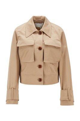 Kurz geschnittene Jacke aus elastischer Bio-Baumwolle mit aufgesetzten Taschen, Beige