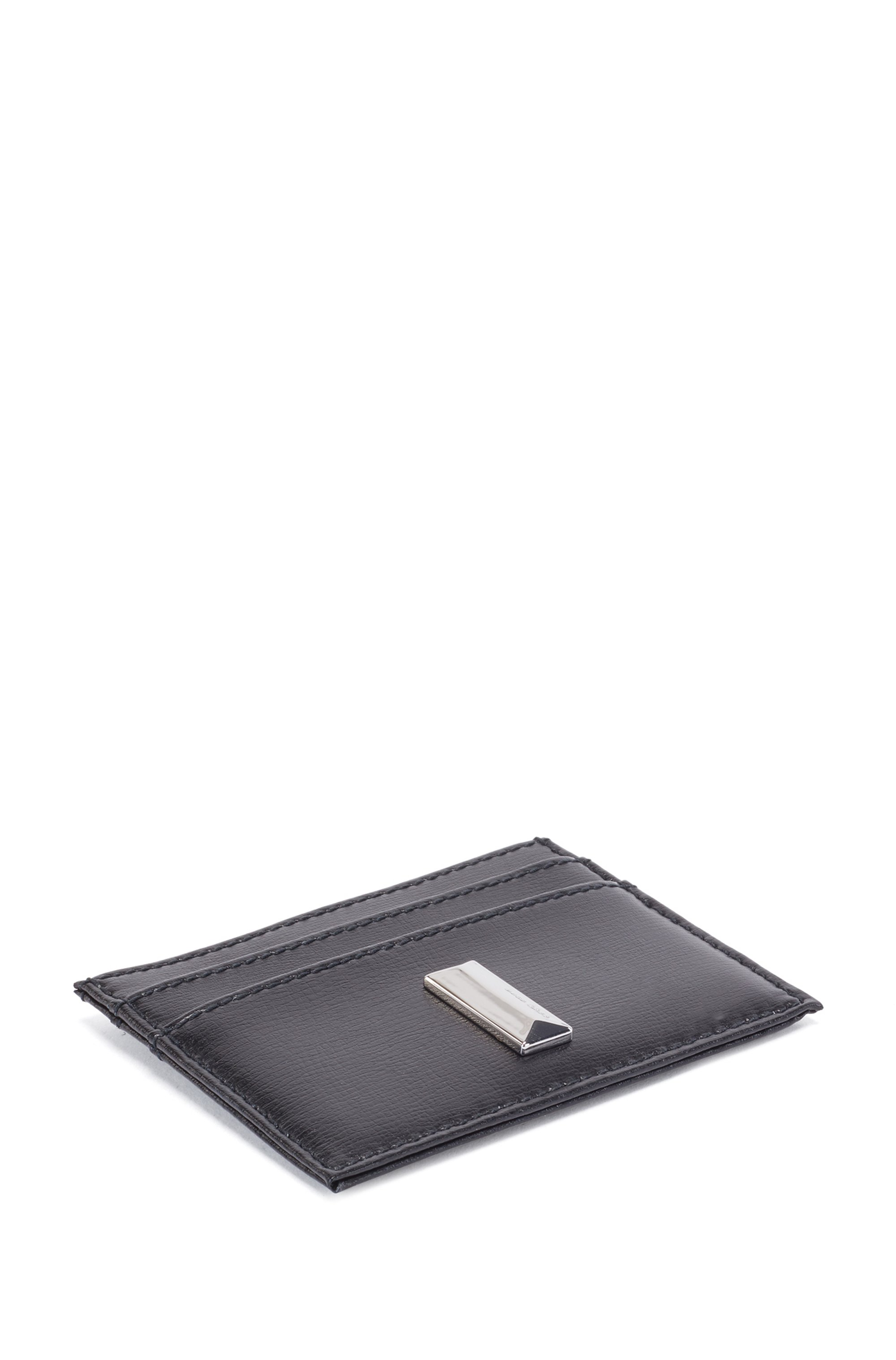 Card holder in coated leather with pyramid hardware