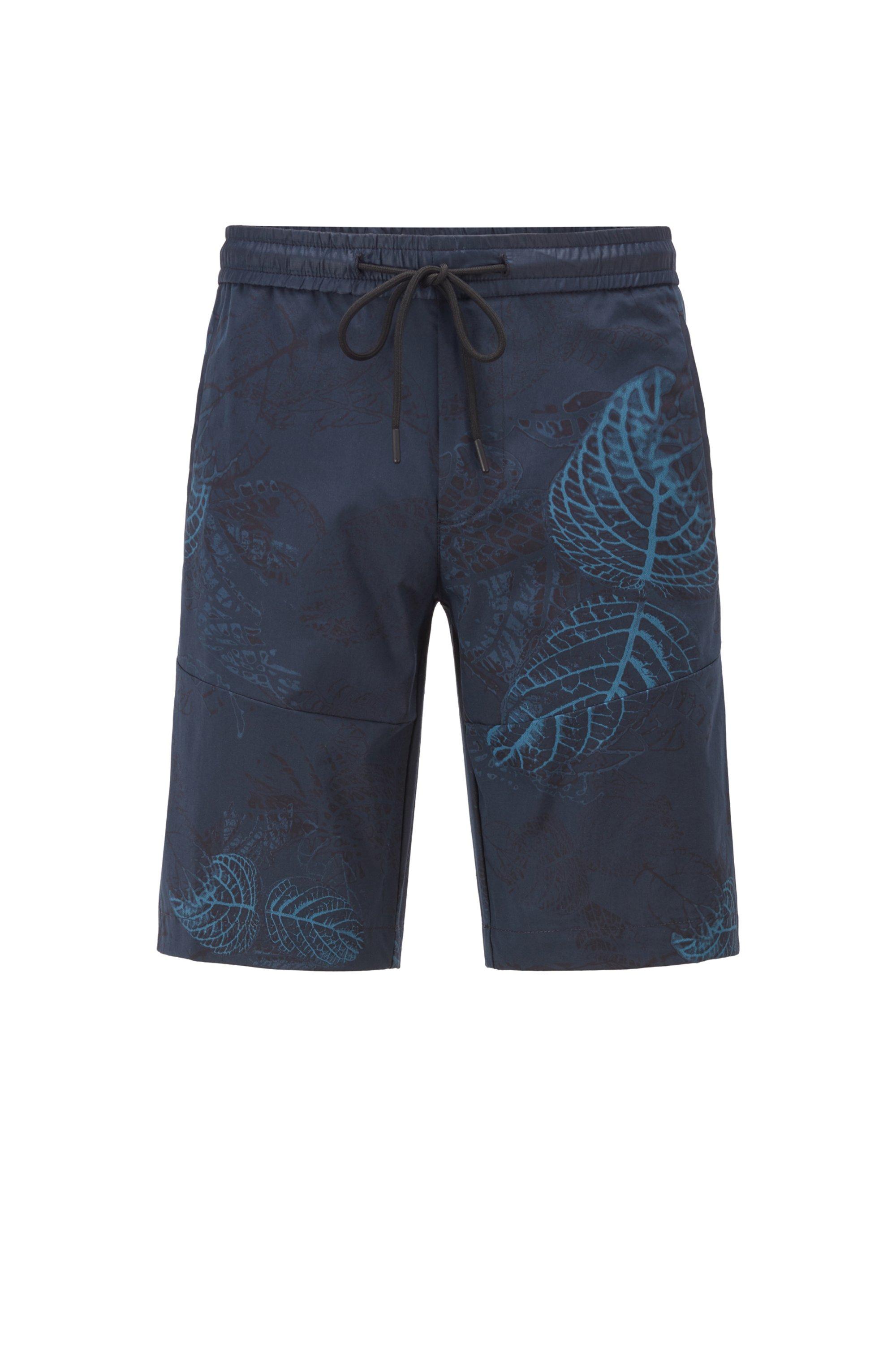 Bermuda slim fit in tessuto leggero con stampa di ispirazione botanica, Blu a motivi