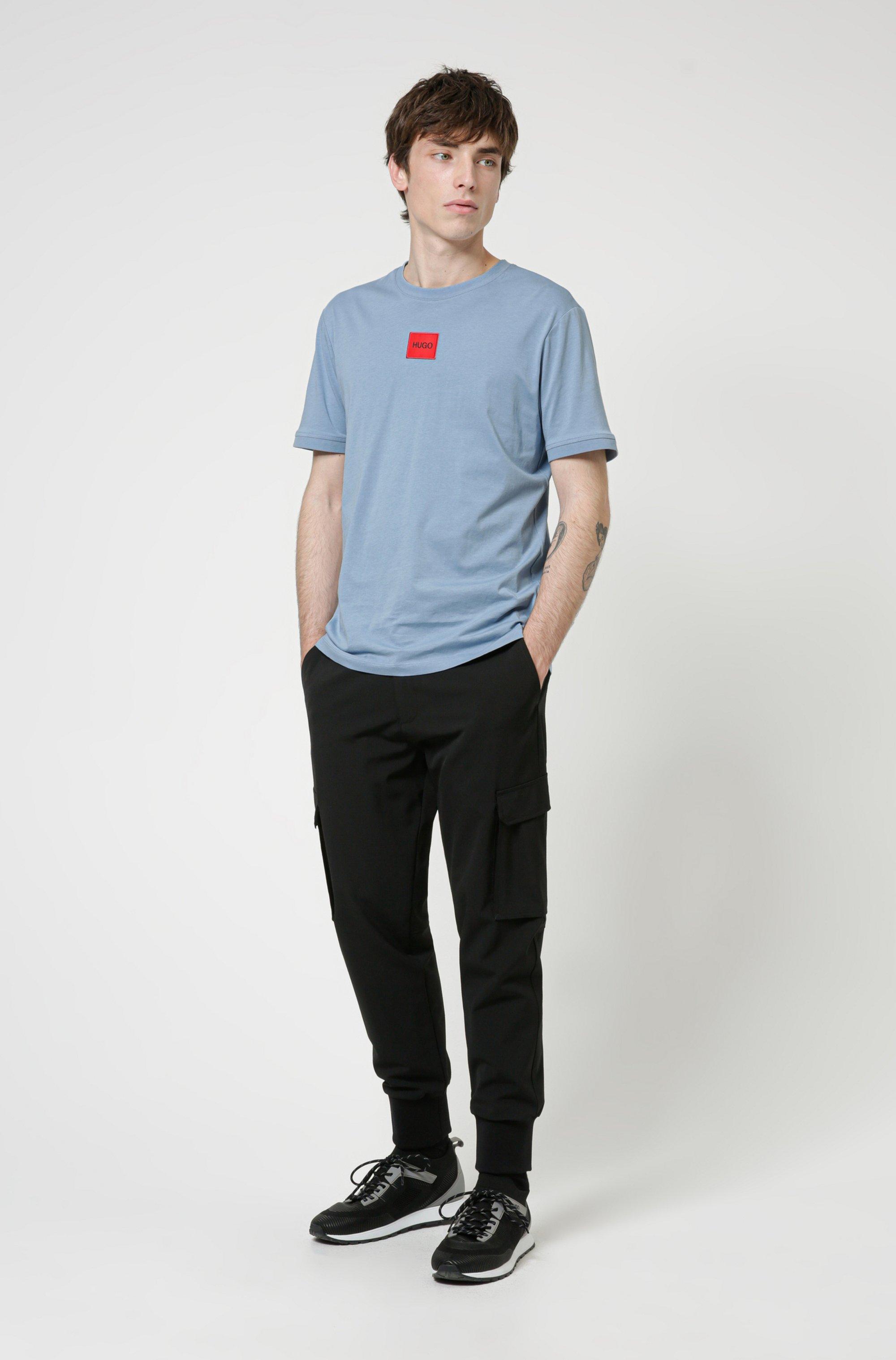 T-shirt Regular Fit en coton avec étiquette logo rouge