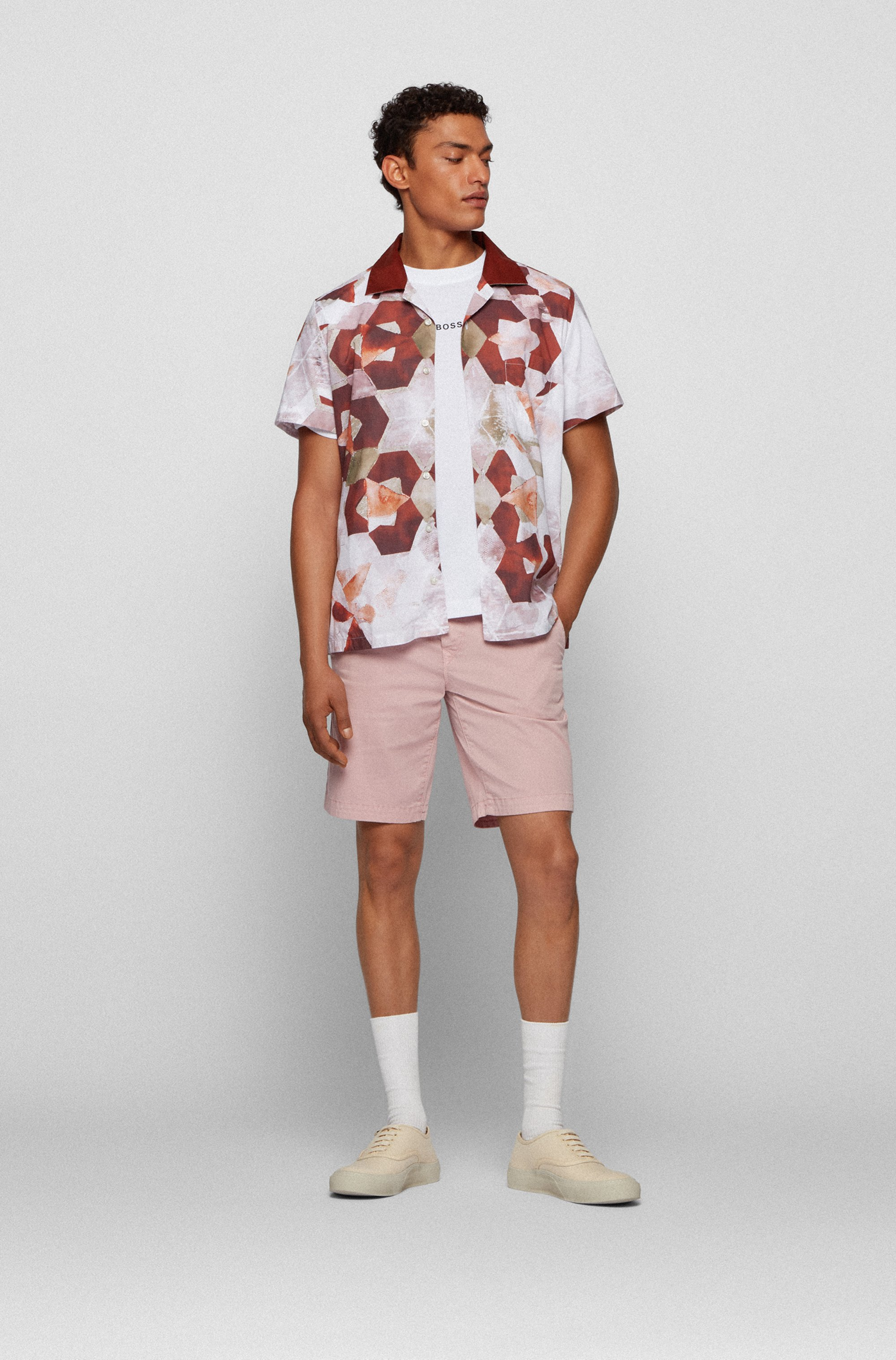 Regular-fit shirt in cotton with new-season print