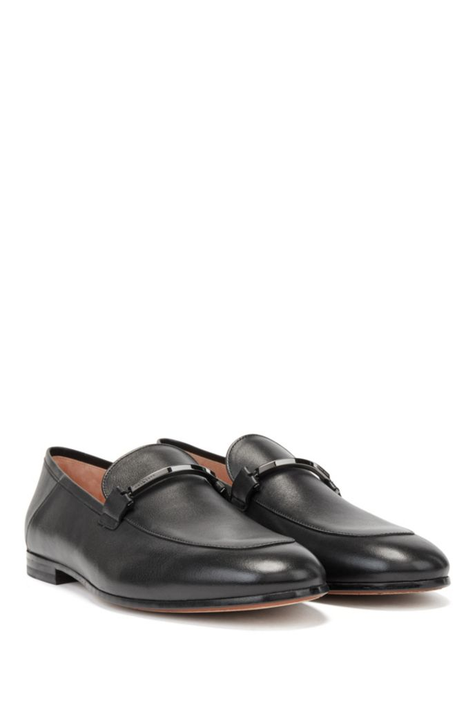 Italian-made loafers in leather with logo-engraved hardware