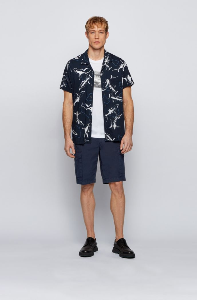Tapered-fit cargo shorts in structured stretch cotton