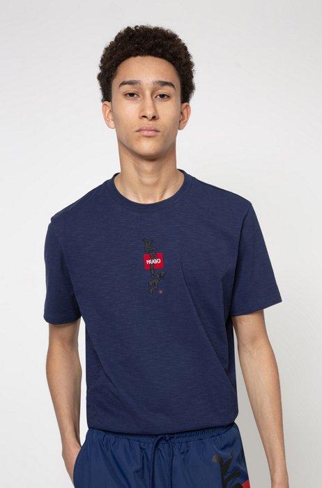 T-shirt in cotone trattato con lavaggio enzimatico con logo e stampa calligrafica, Blu scuro