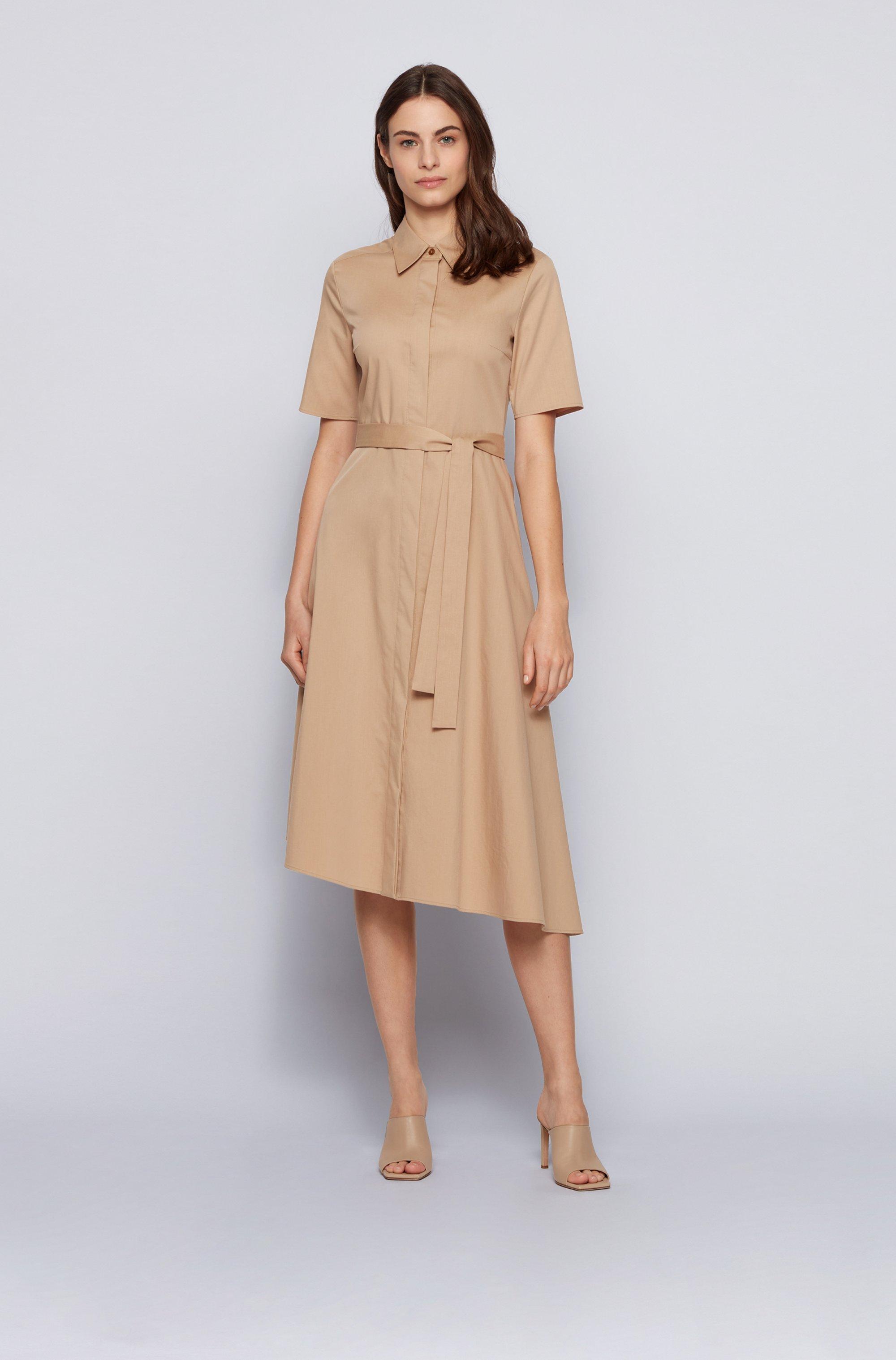 Robe-chemise en tissu stretch, à ceinture et base asymétrique