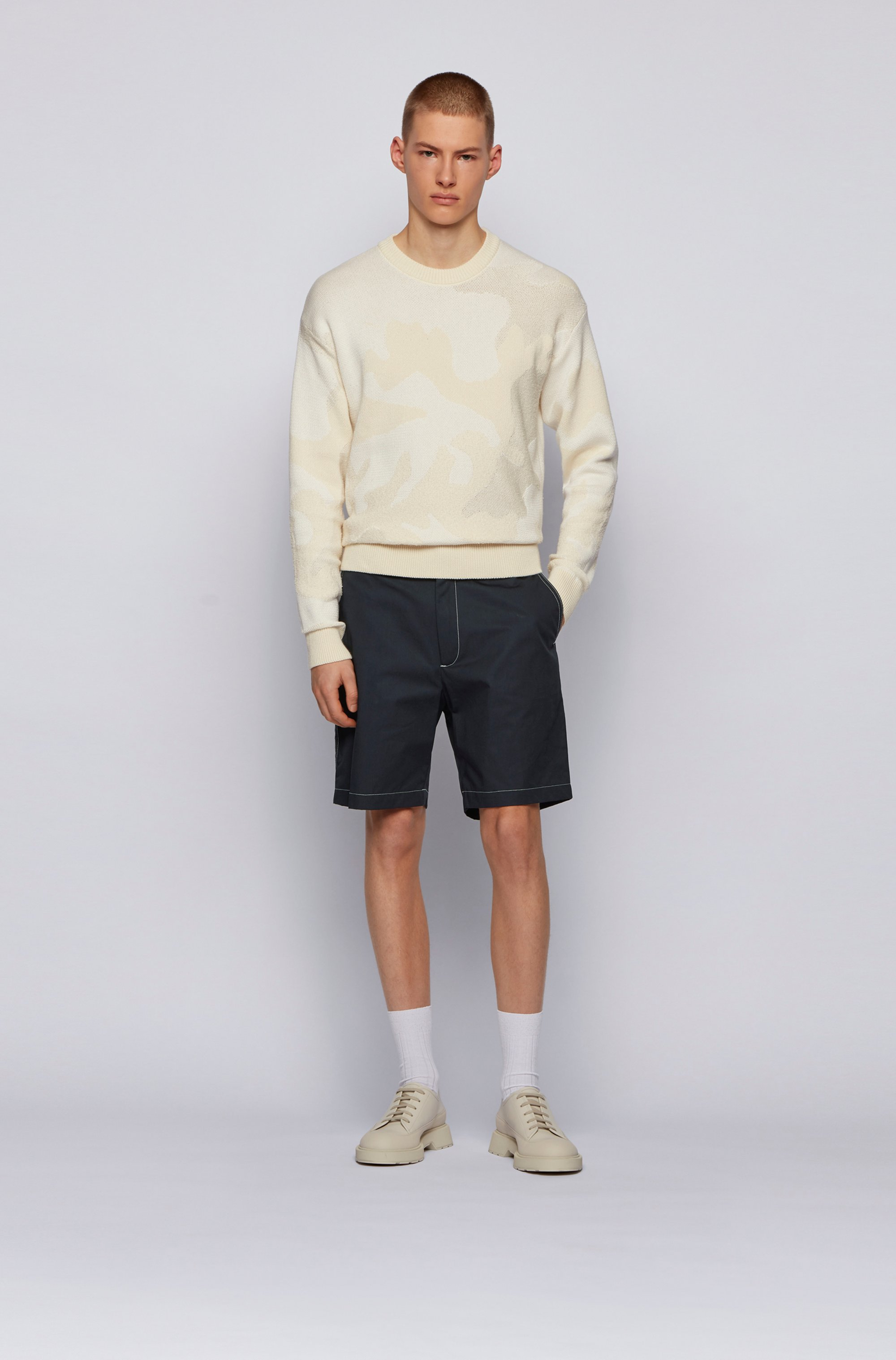 Regular-Fit Shorts aus Baumwoll-Popeline mit Paper-Touch-Effekt