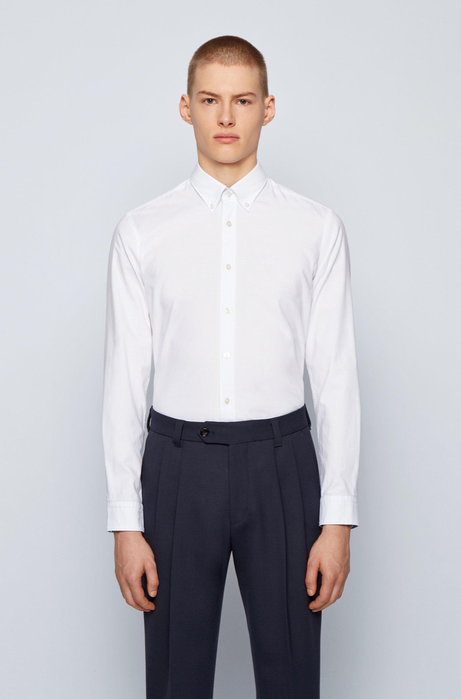 Chemise Slim Fit en coton Oxford stretch, avec col à pointes boutonnées, Blanc