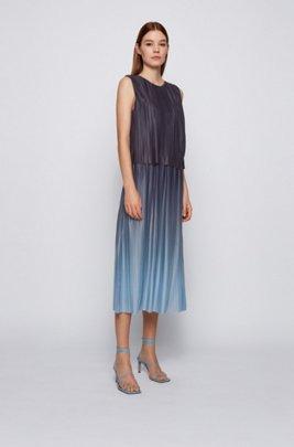 Mehrlagiges Kleid aus italienischem Plissee-Gewebe mit Dégradé-Effekt, Gemustert