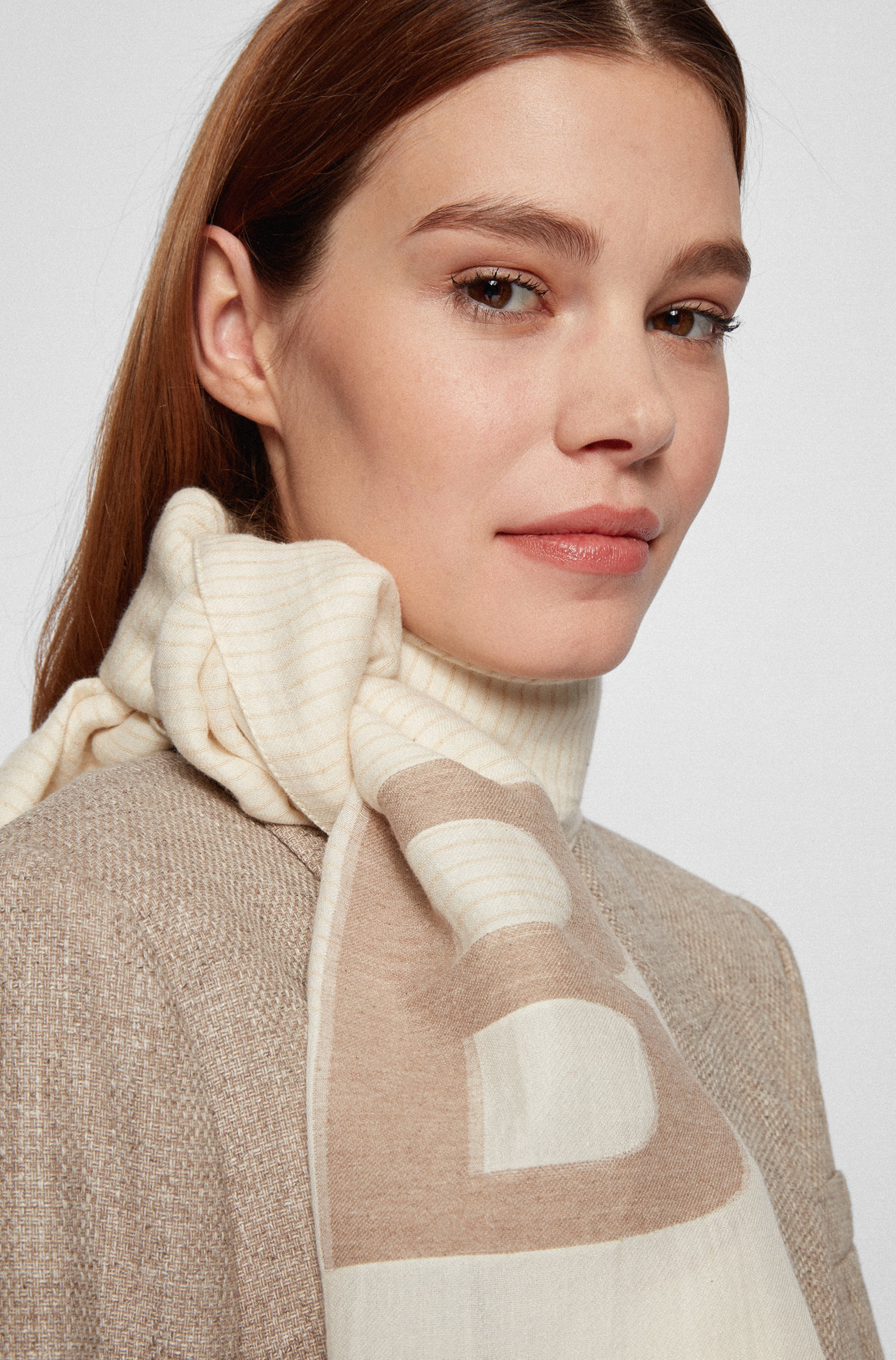 Scarf in cotton and modal with jacquard-woven logo