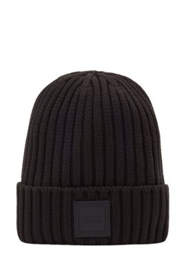 Beanie hat in ribbed cotton with rubber logo patch, Black