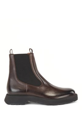 Chelsea boots in grained leather, Dark Brown