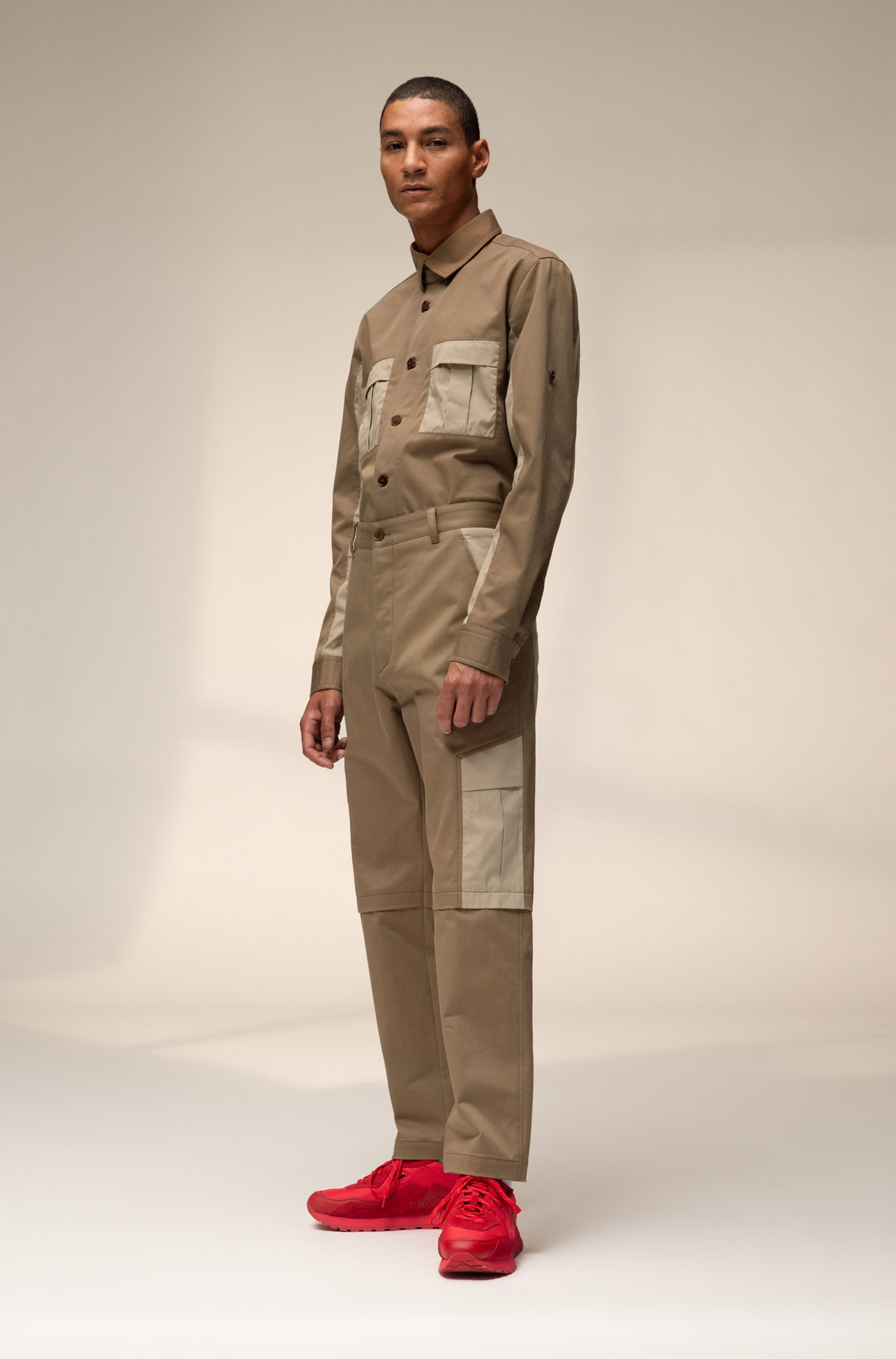 Unisex straight-fit cargo trousers with contrast pockets