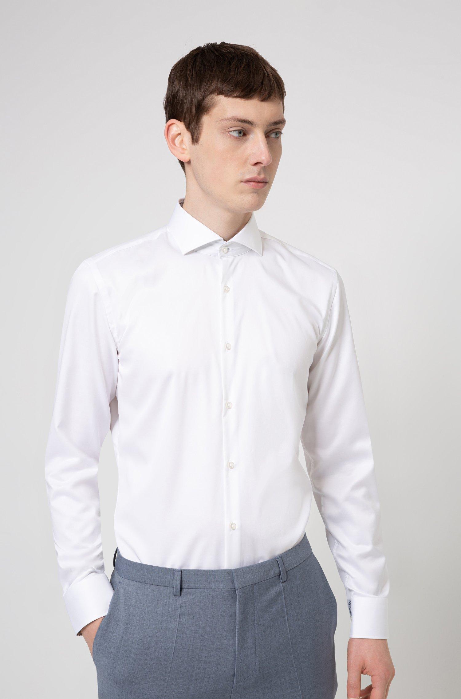 Bügelleichtes Slim-Fit Hemd aus charakteristischem Baumwoll-Twill, Weiß