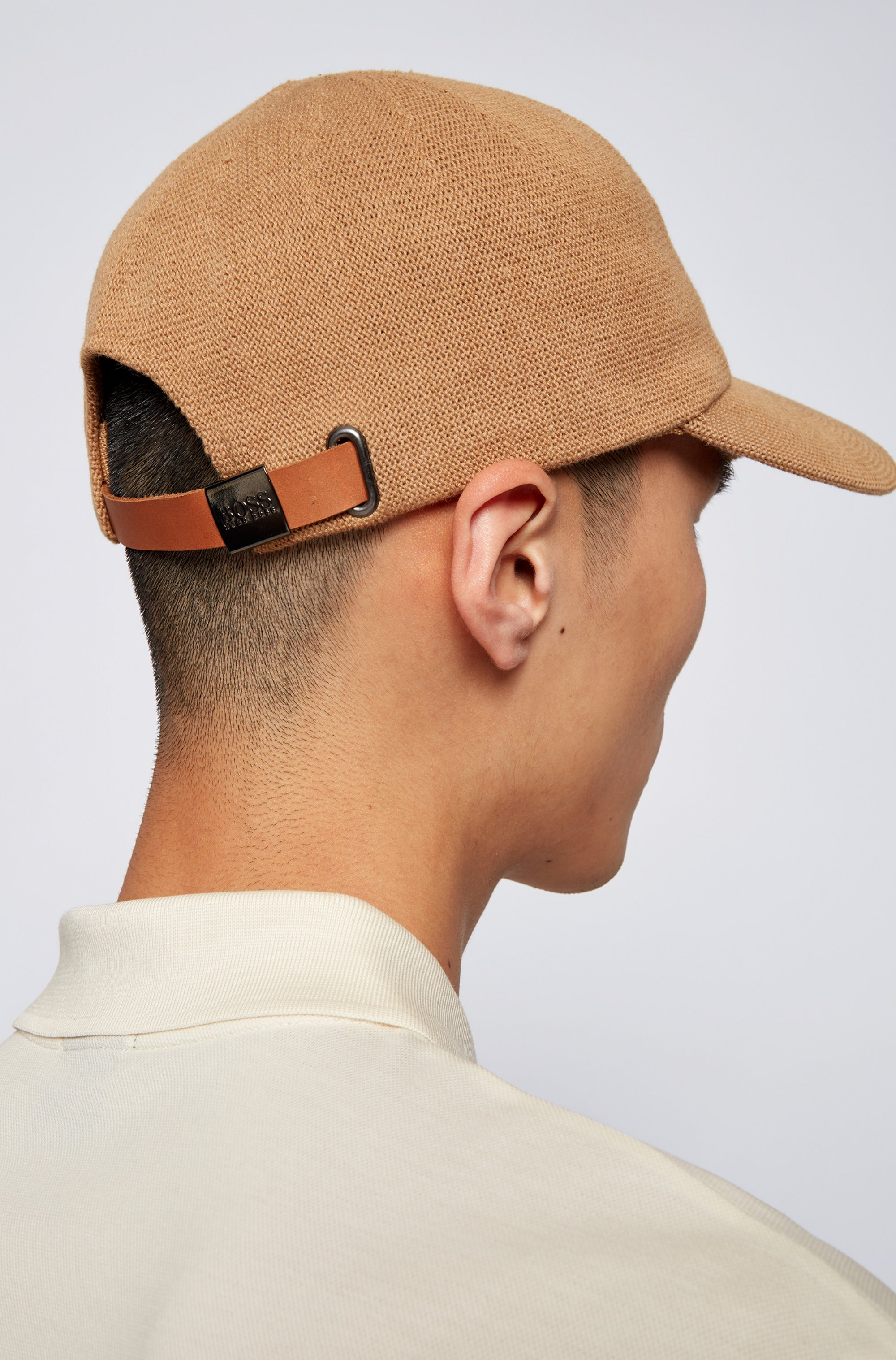 Knitted-cotton cap with adjustable leather strap