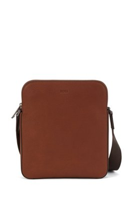 Envelope bag in Italian leather with debossed logo, Light Brown