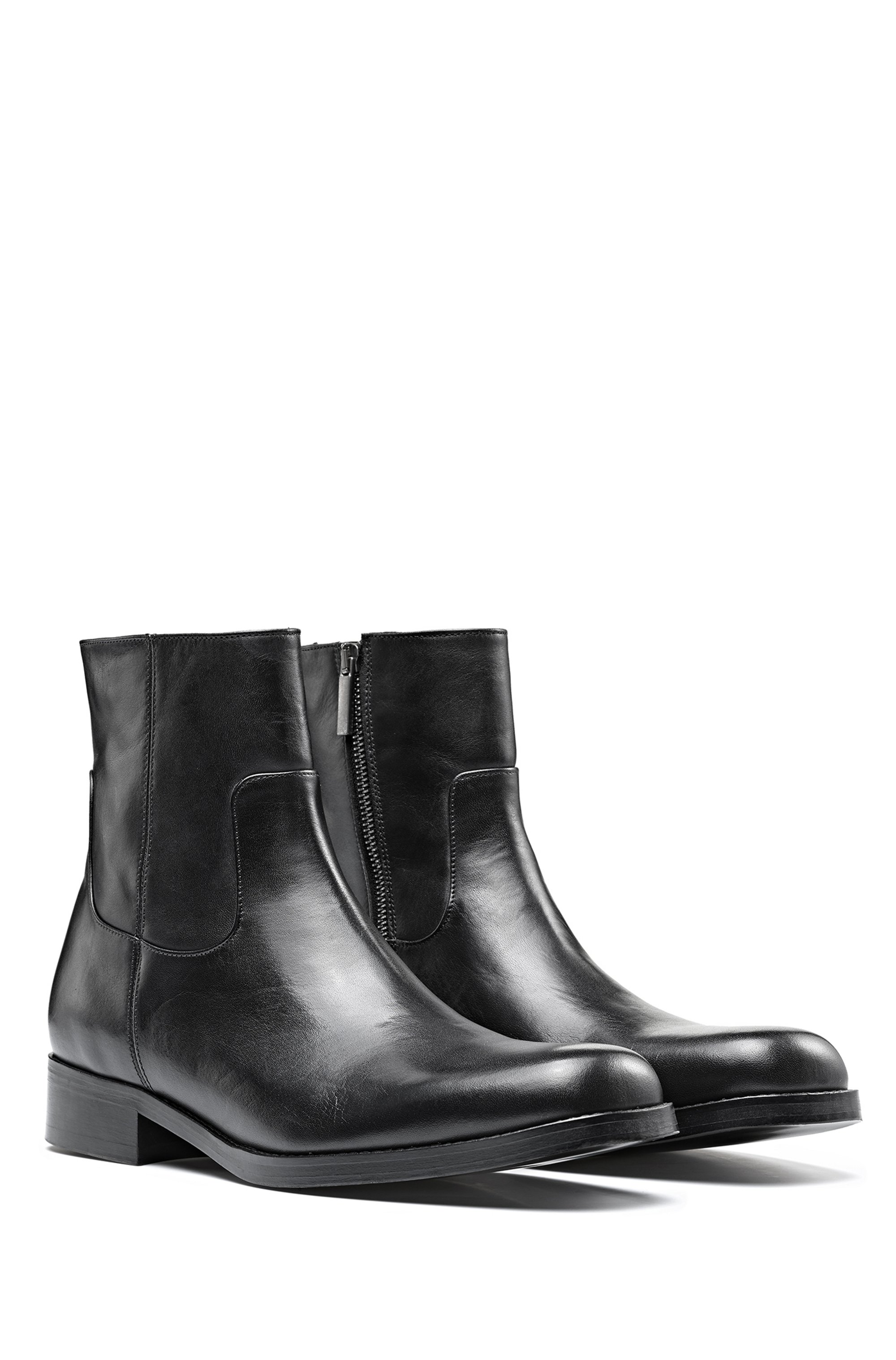 Zipped ankle boots in grained leather