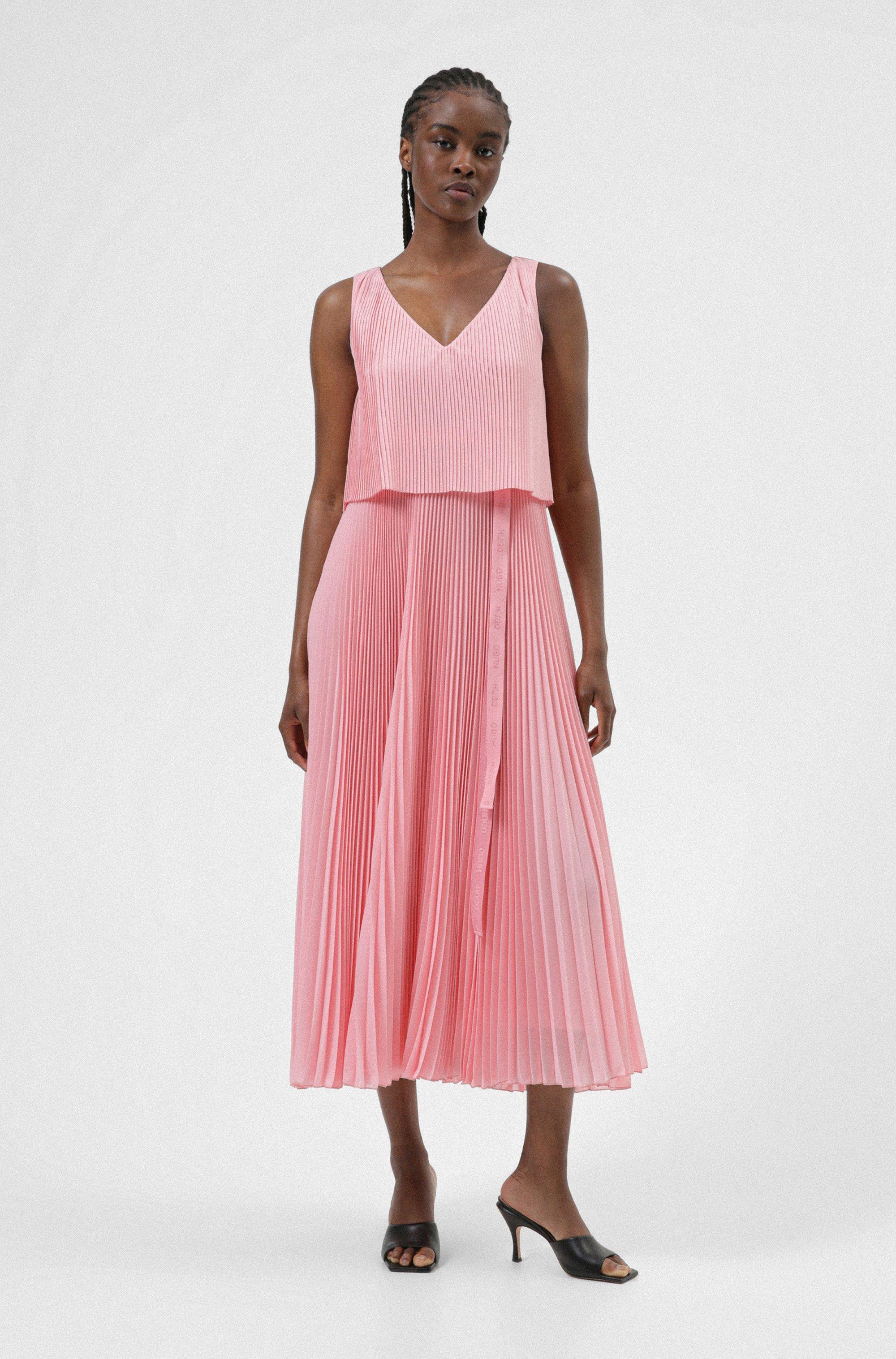Layered plissé dress with logo belt