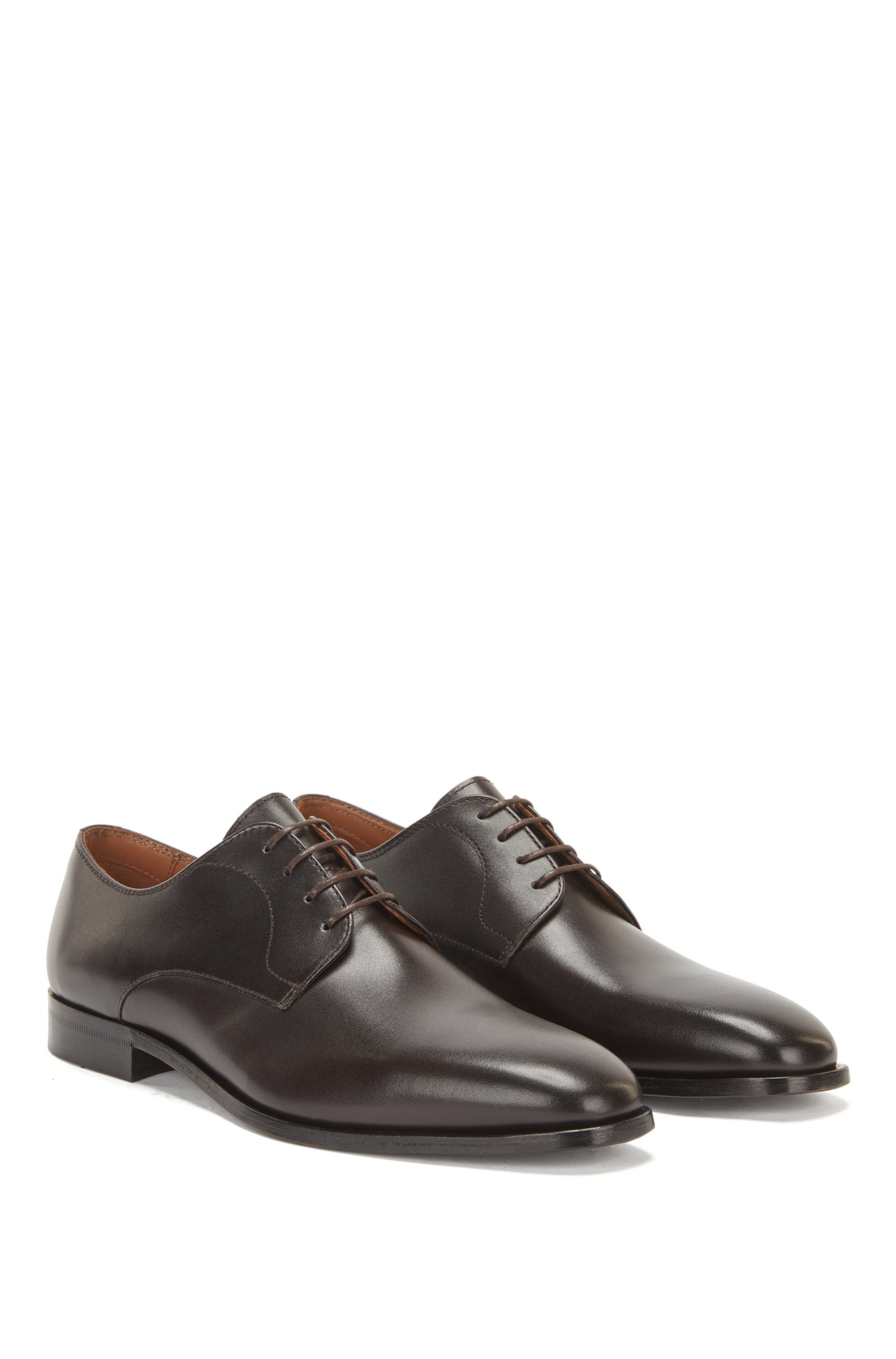 Derby shoes in polished leather with stitching details