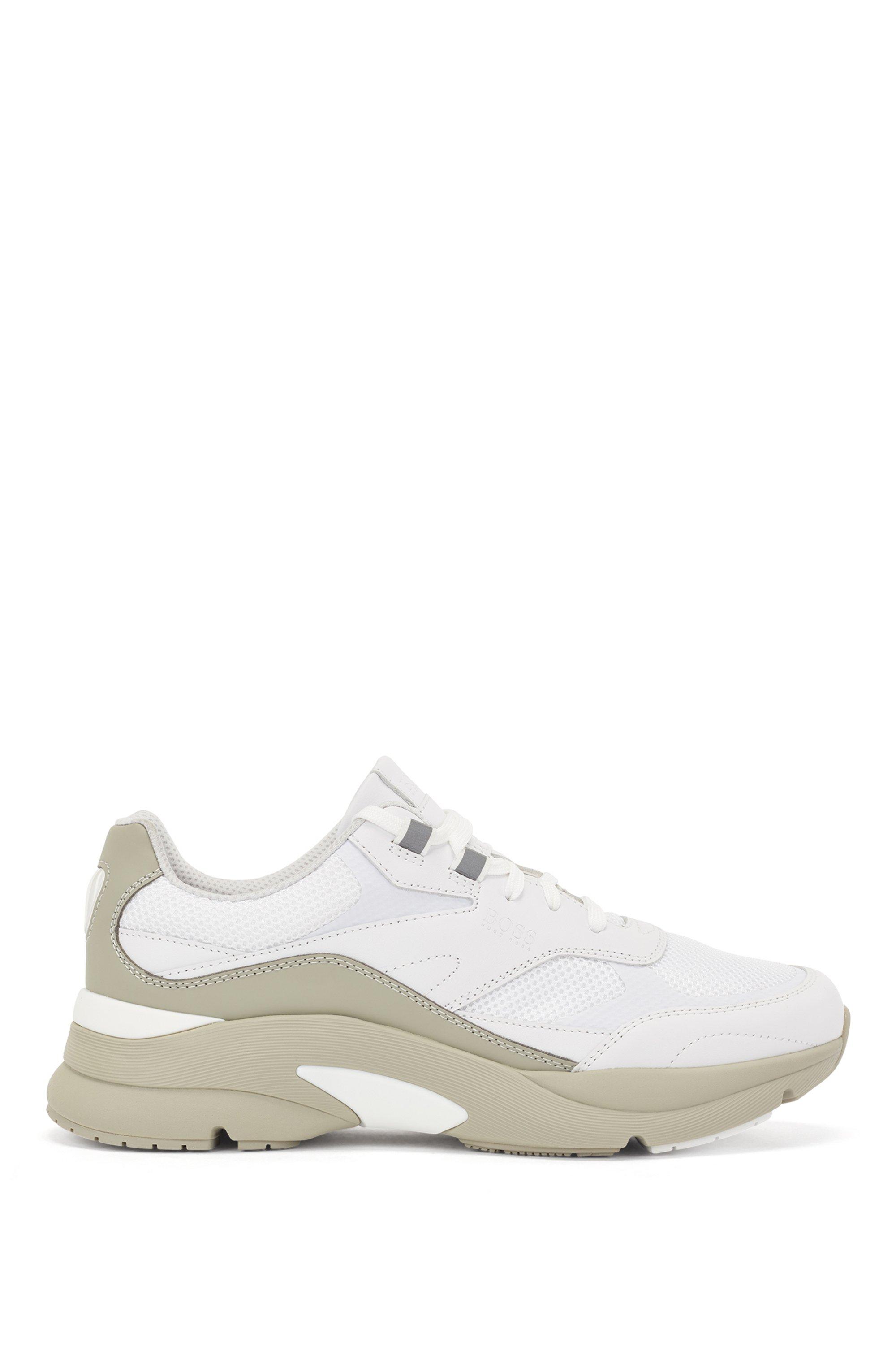 Sneakers stile running in pelle scamosciata e rete aperta, Bianco