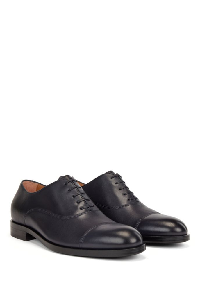 Italian-made Oxford shoes in leather with cap toe