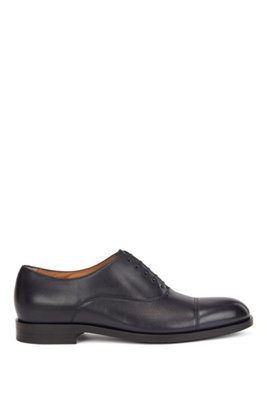 Italian-made Oxford shoes in leather with cap toe, Black