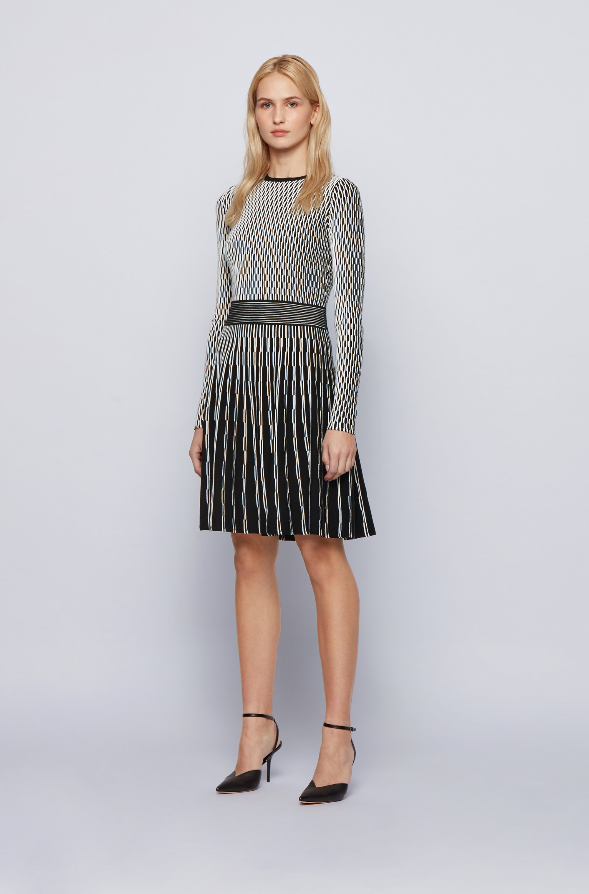 Slim-fit knitted dress with mixed structures