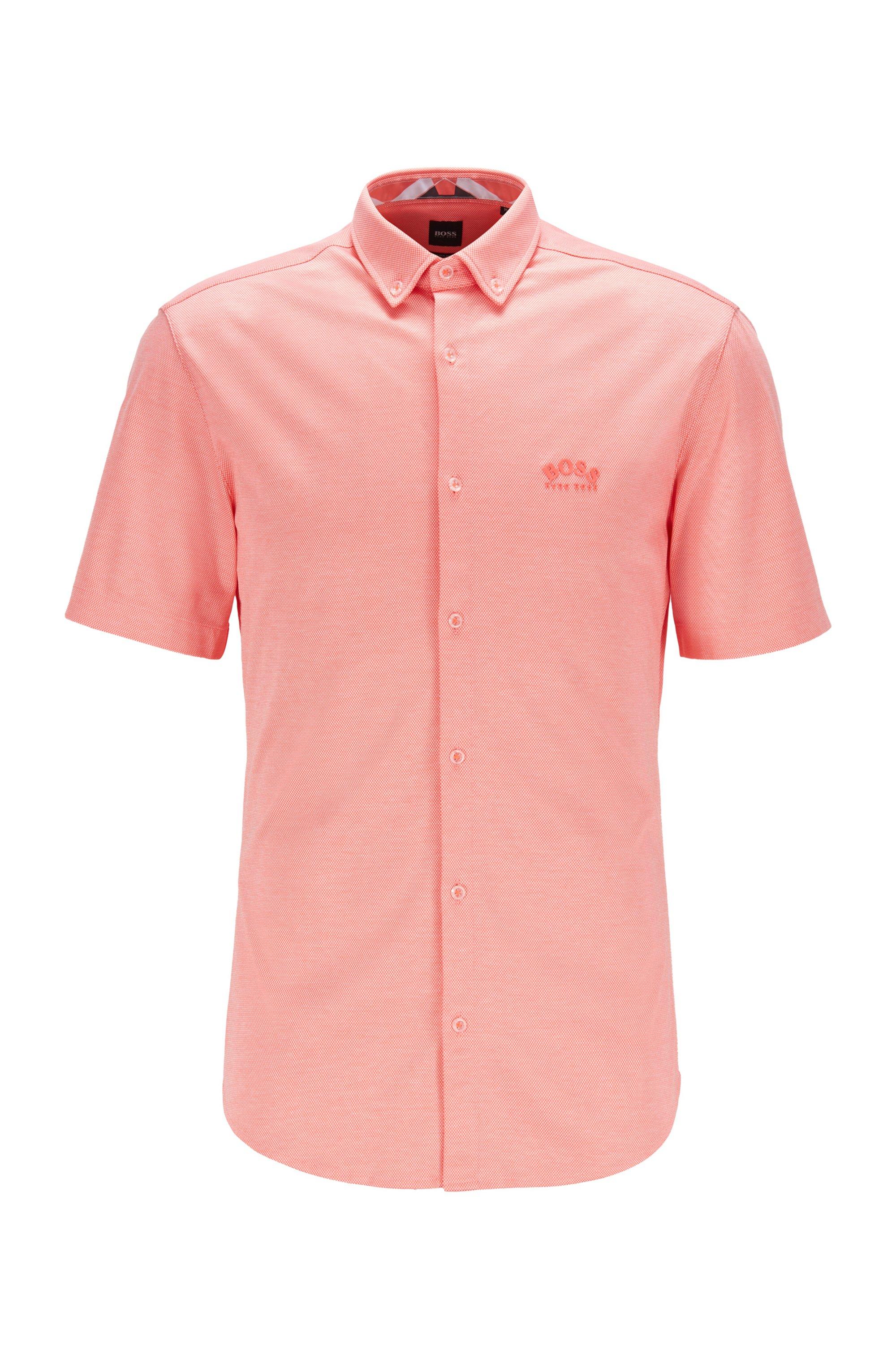 Chemise Regular Fit à manches courtes avec logo incurvé, Rouge clair