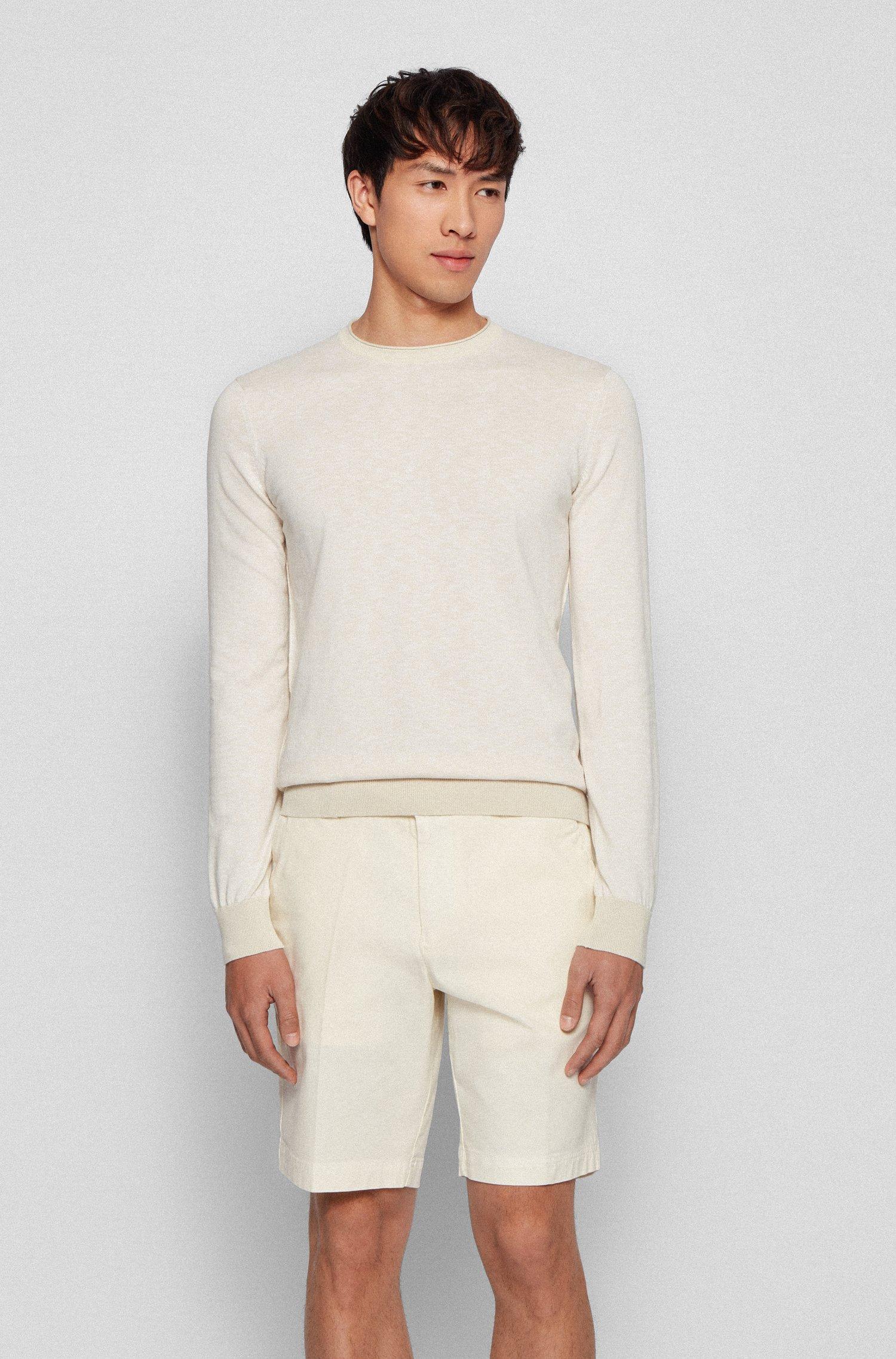 Maglione slim fit in cotone con bordo del collo arrotolato, Beige chiaro