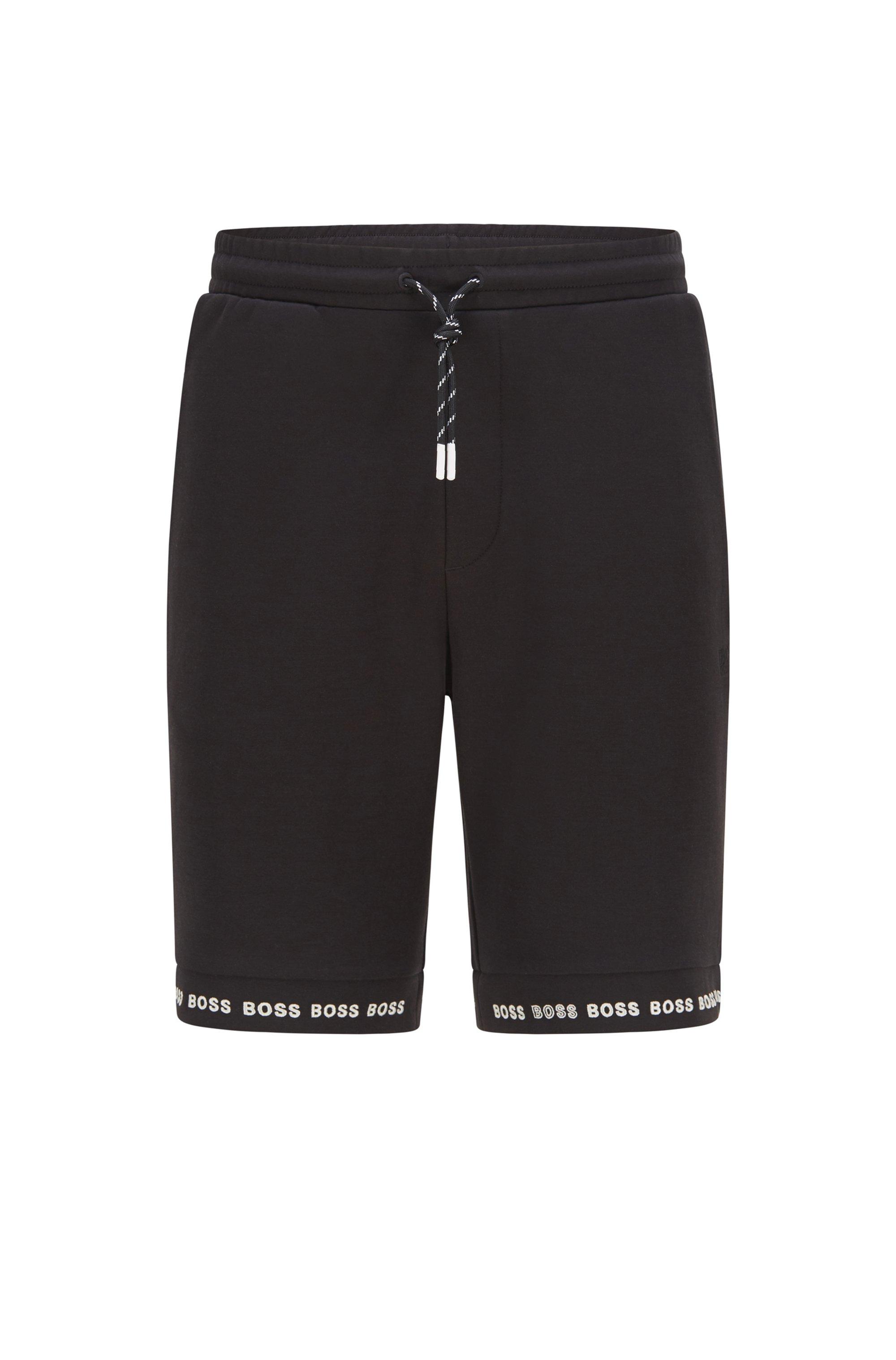 Short Regular Fit en jersey stretch avec bas des jambes à logo, Noir