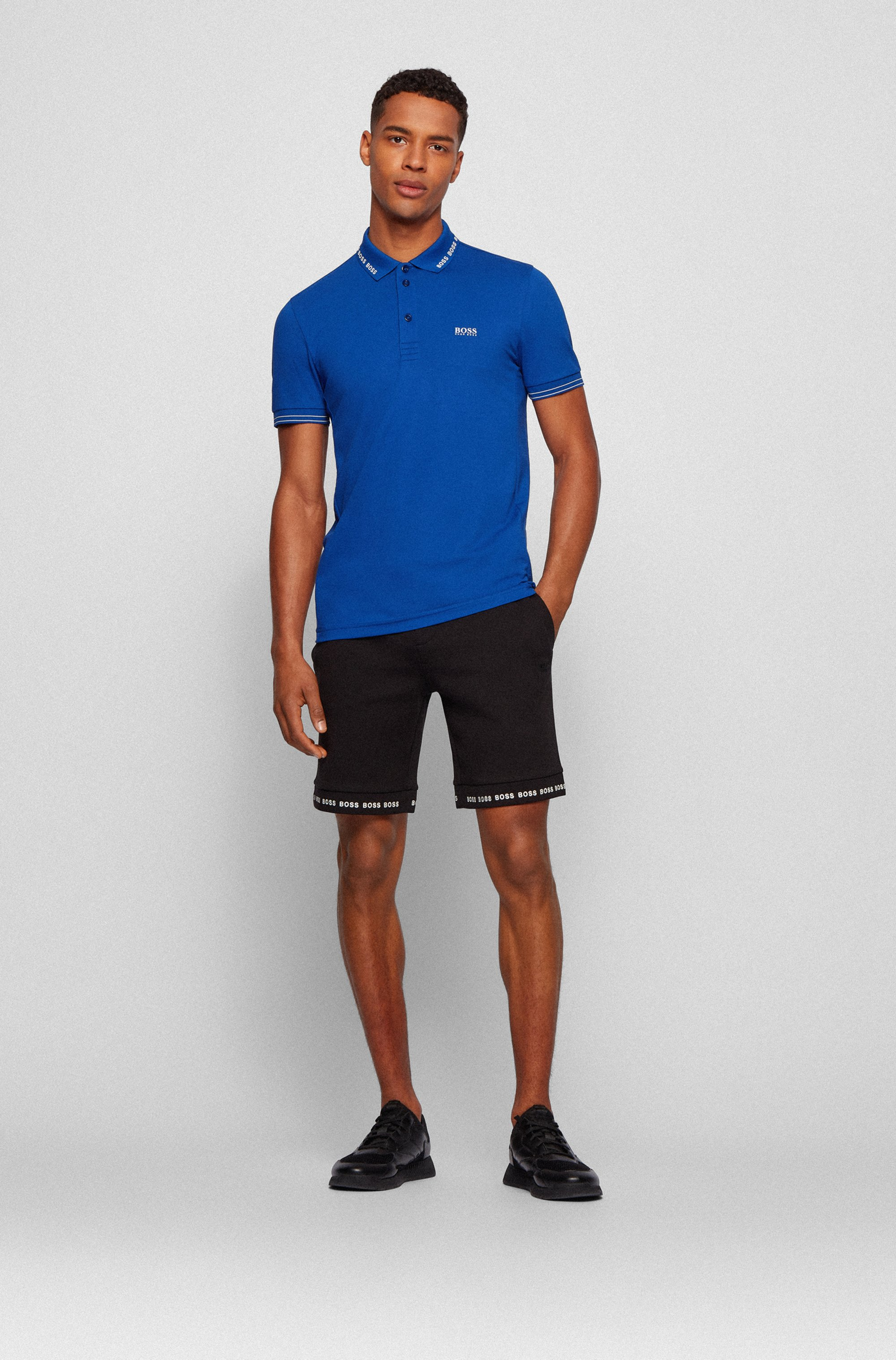 Short Regular Fit en jersey stretch avec bas des jambes à logo