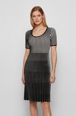 Short-sleeved knitted dress in mixed structures, Patterned