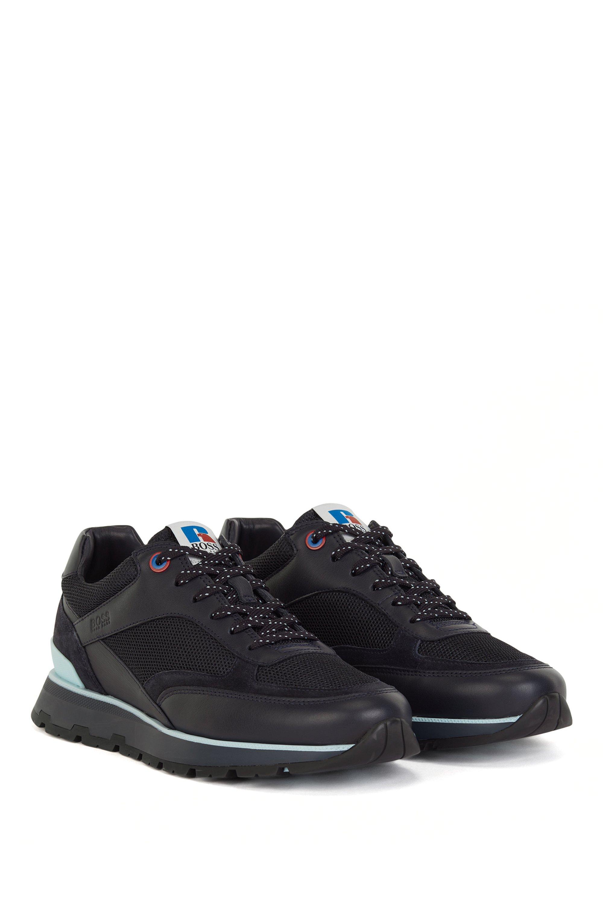 Deportivas inspiradas en las zapatillas de correr en mezcla de materiales con logo exclusivo