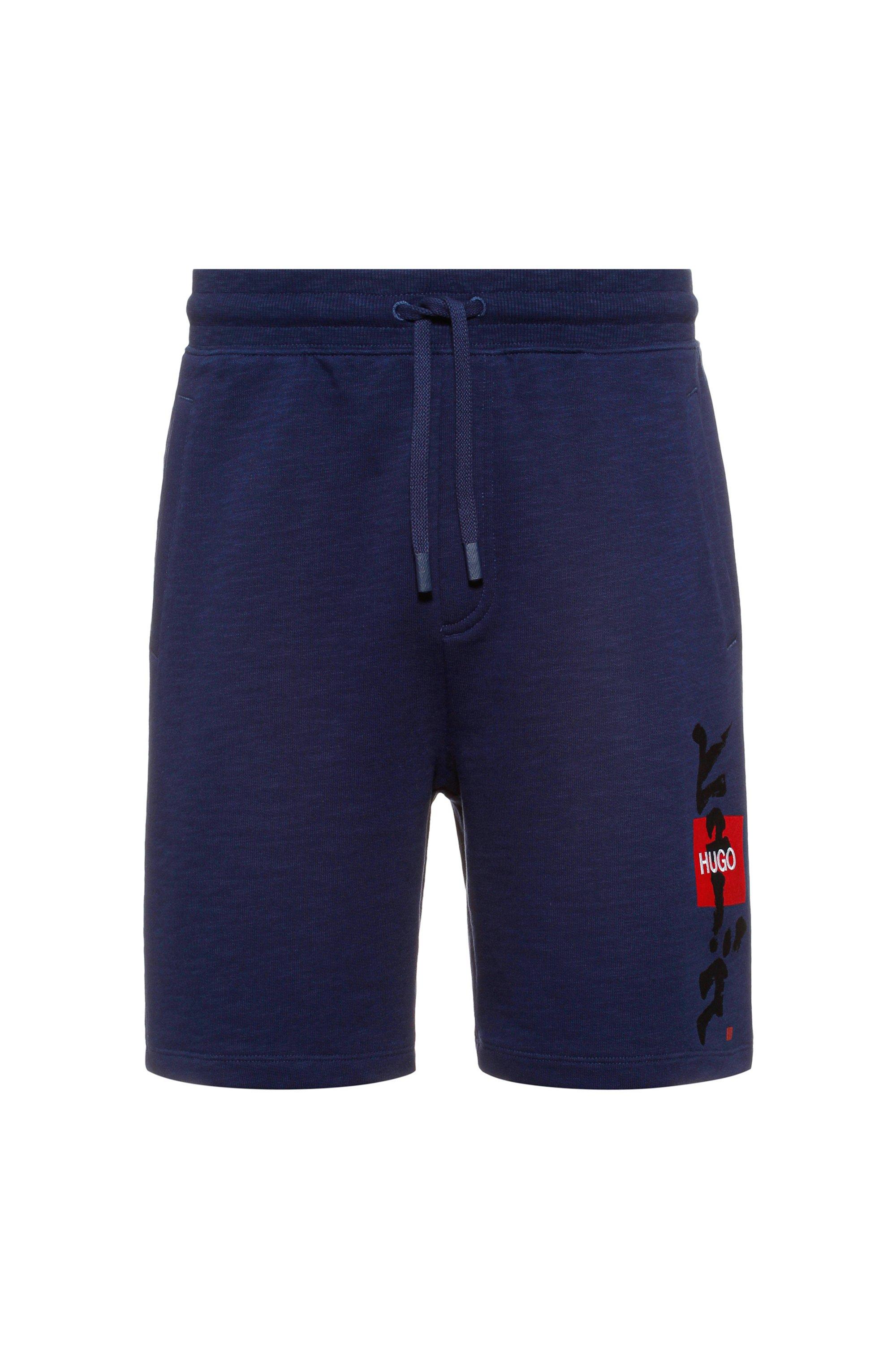 Short à logo en molleton de coton avec motif calligraphique artistique, Bleu foncé