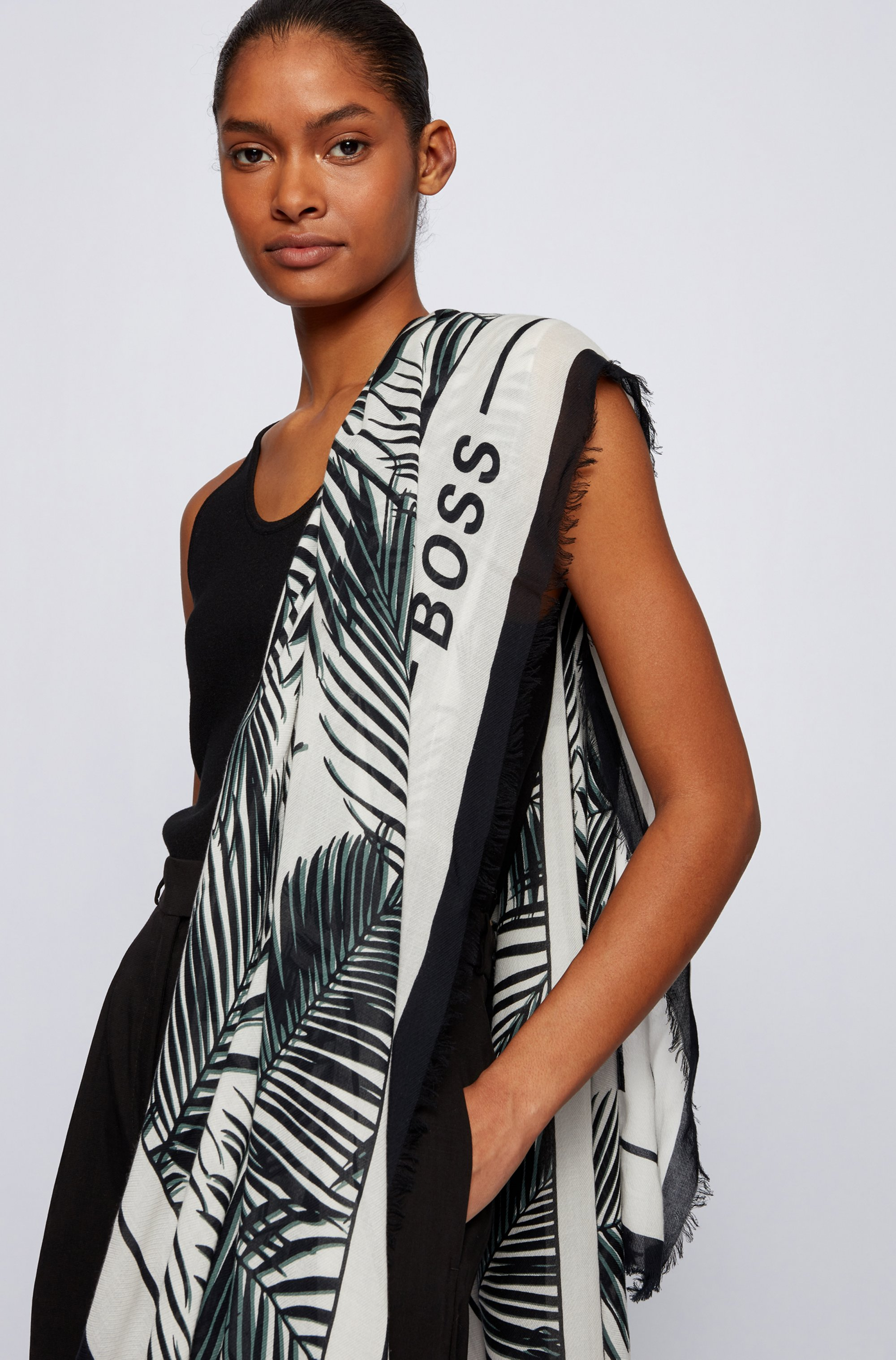 Patterned scarf in cotton and modal