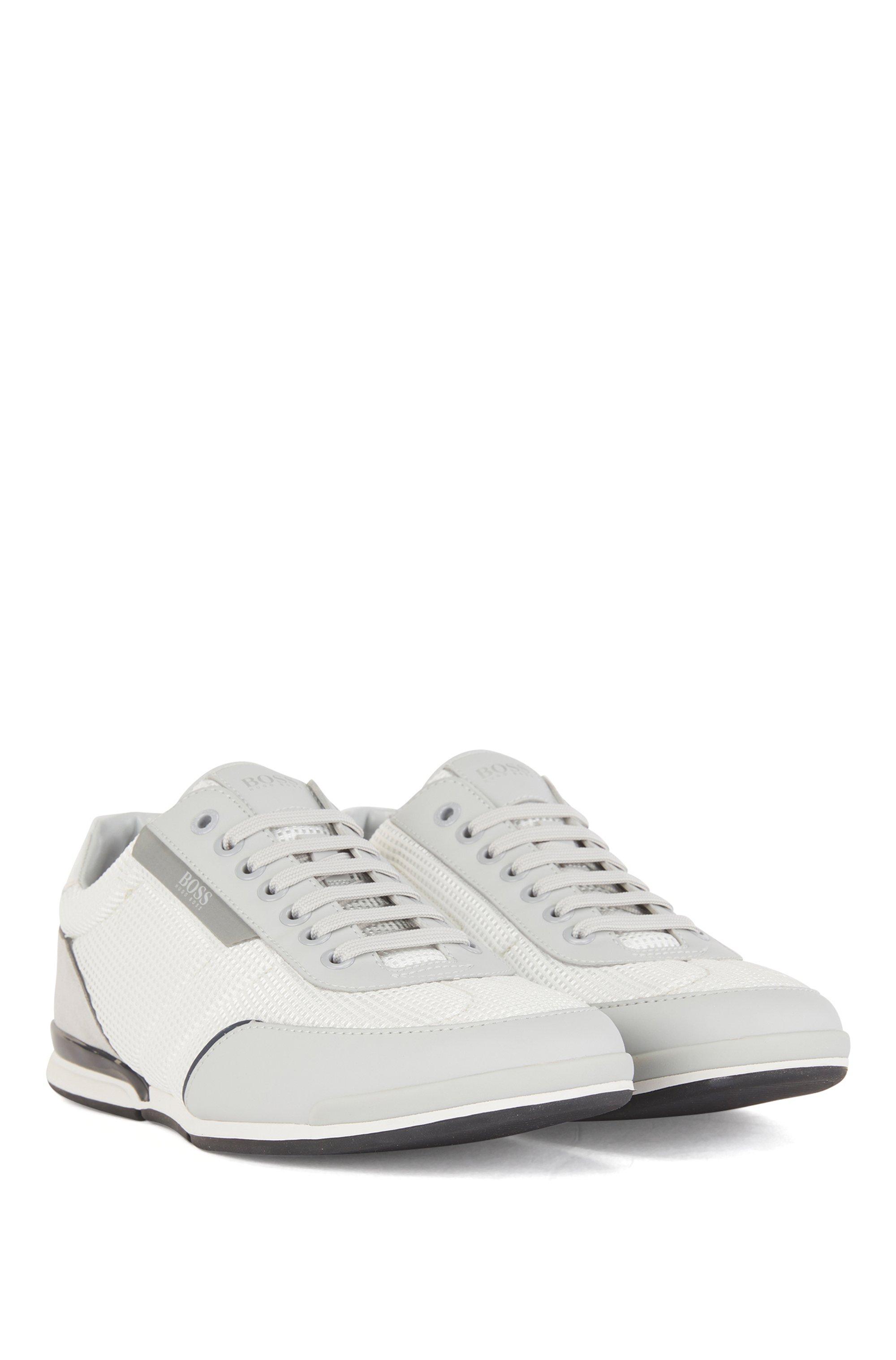 Sneakers aus Mesh mit gummierten Details