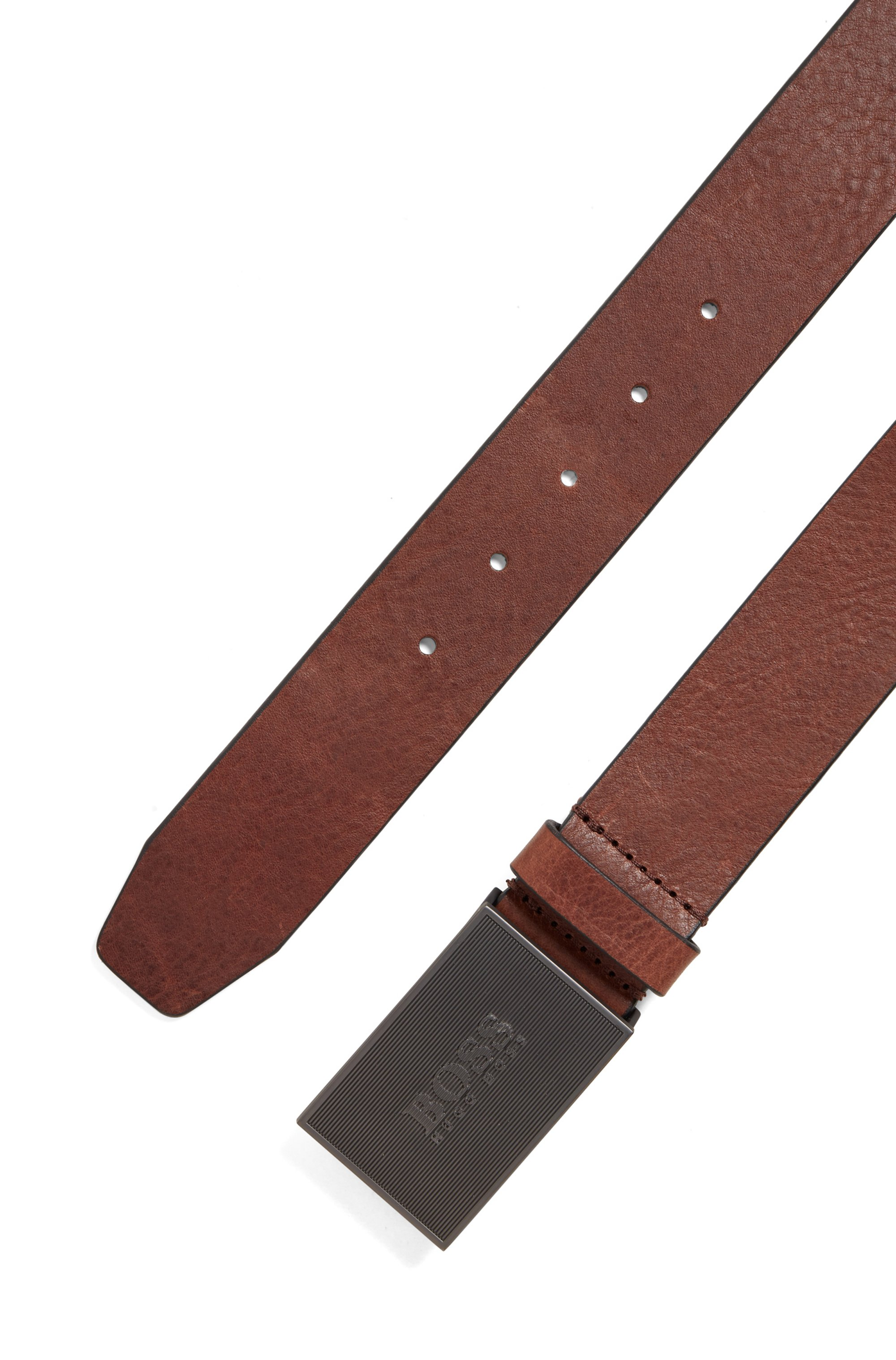 Italian-made belt in smooth leather with logo plaque
