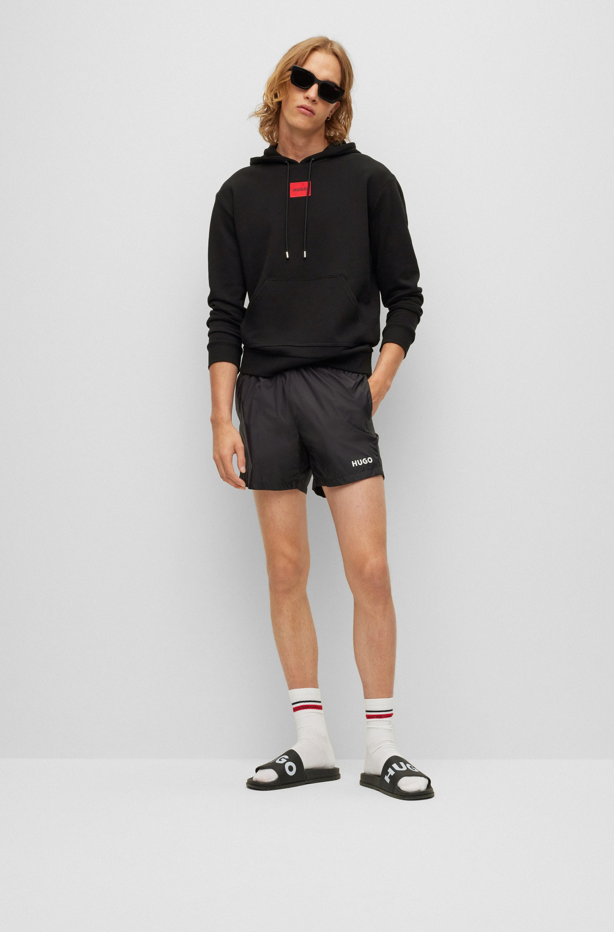 Cotton hooded sweatshirt with red logo label