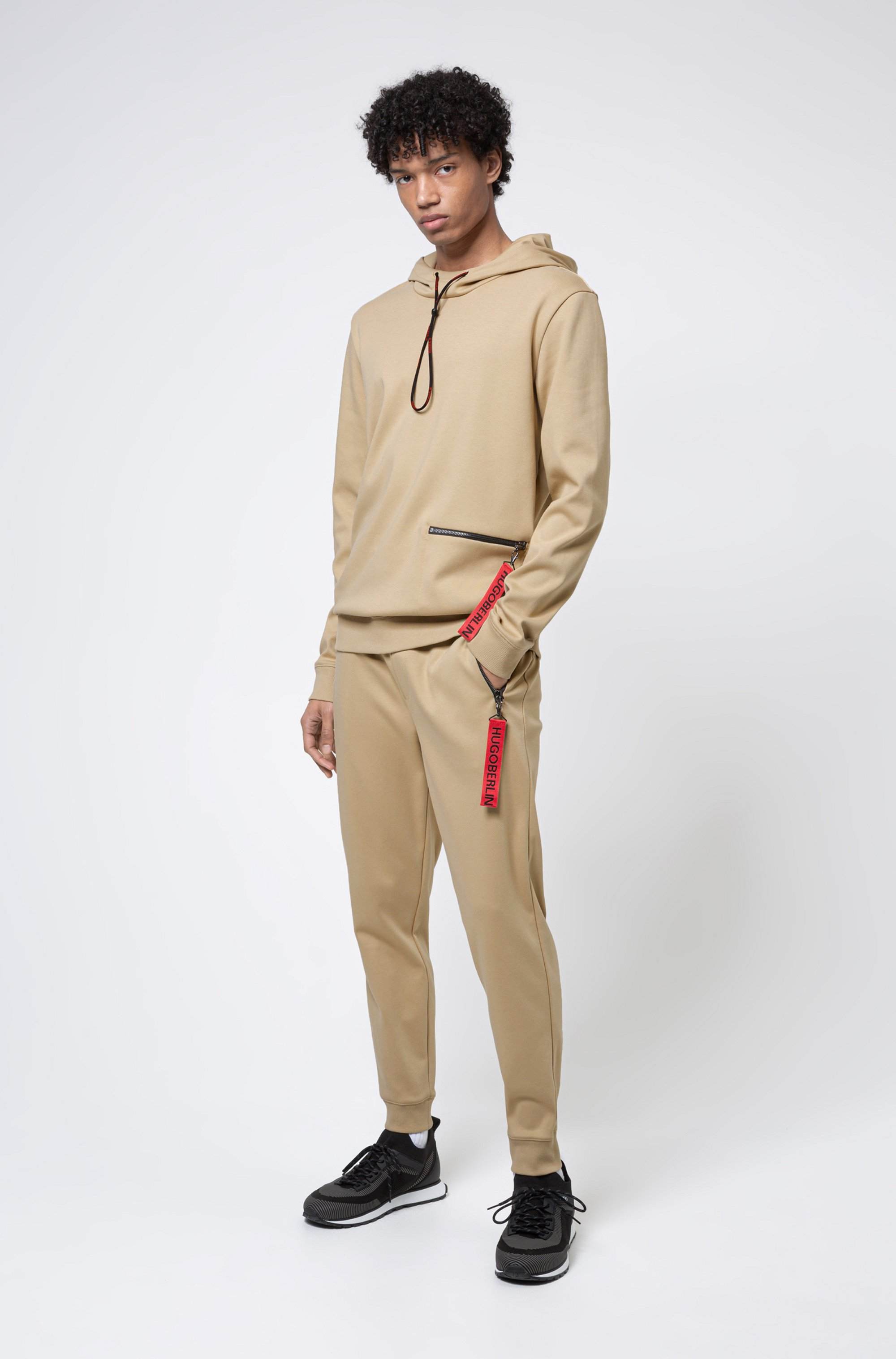 Jogginghose aus Interlock-Baumwolle mit spiegelverkehrtem Logo-Aufnäher