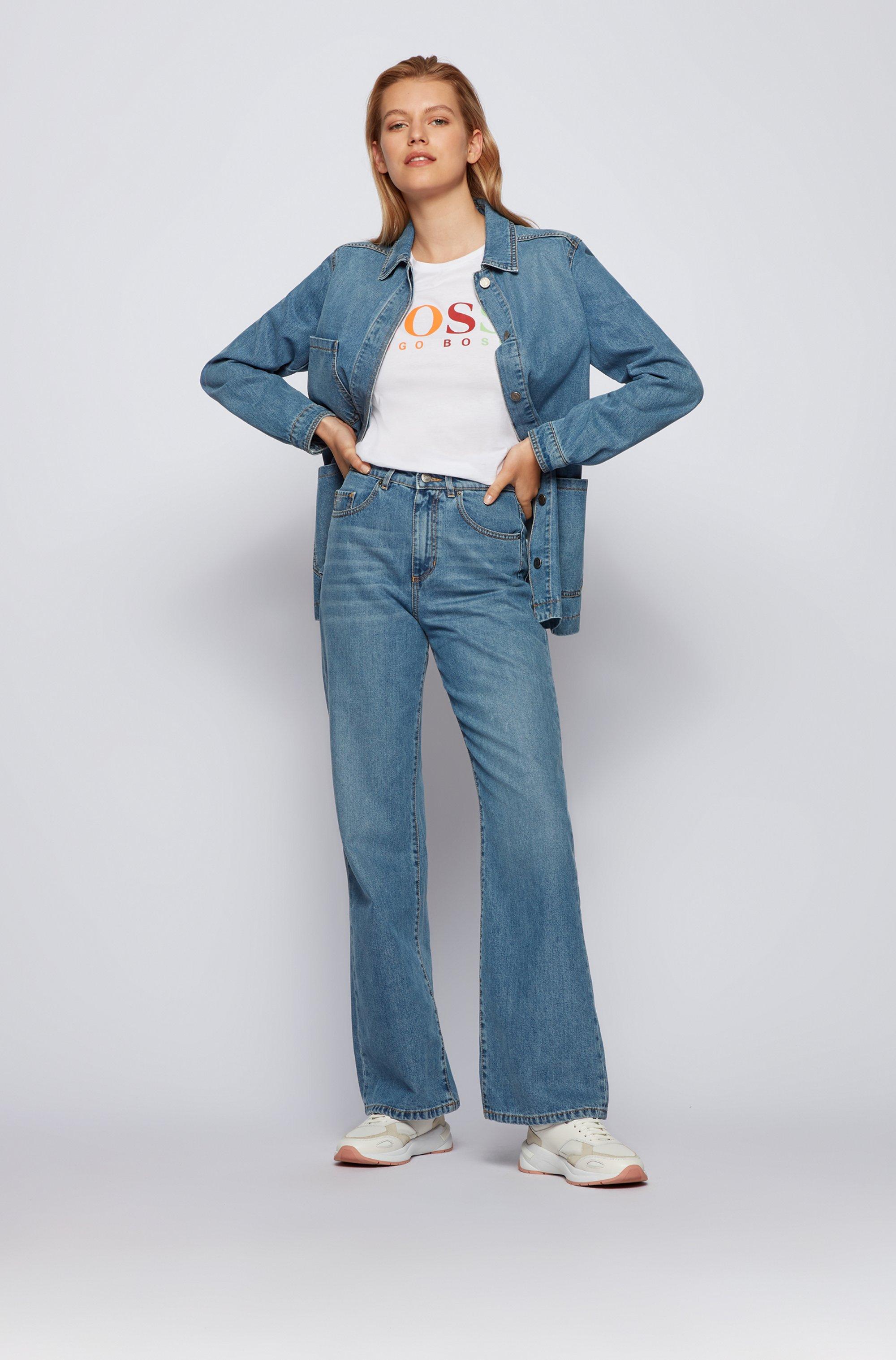 Camiseta slim fit en algodón orgánico con logo estampado