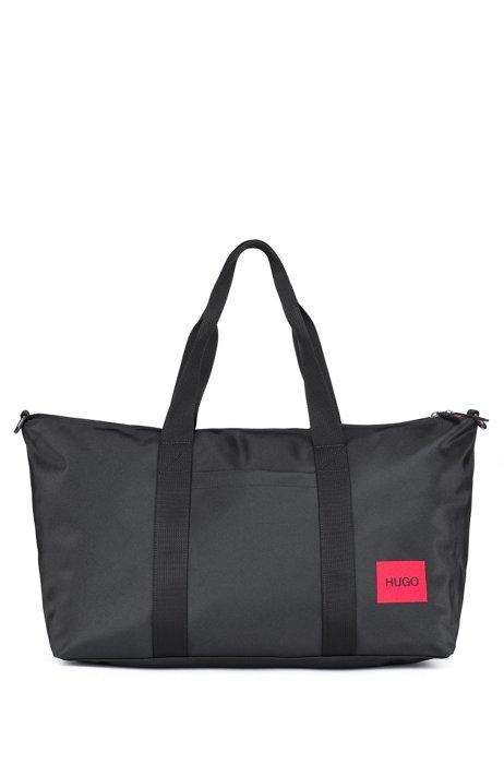 Weekender aus strukturiertem Nylon mit rotem Logo-Label, Schwarz