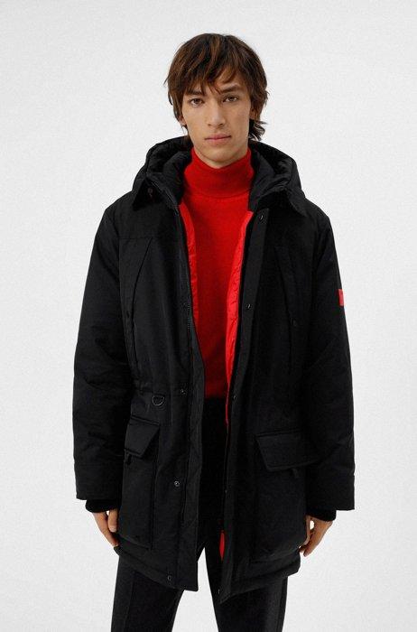 Waterafstotende mantel met donsvulling en logo op de mouw, Zwart