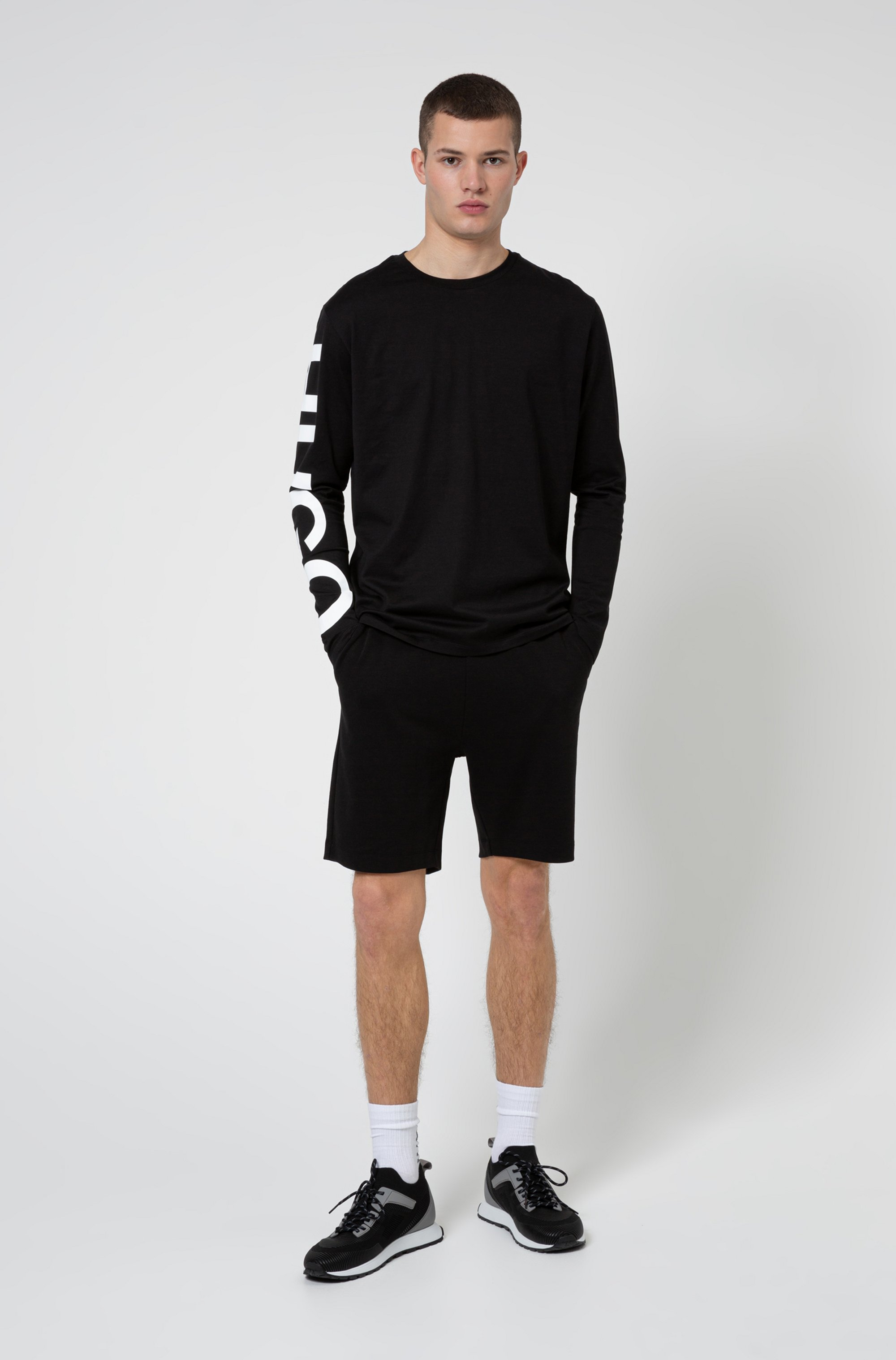 Regular-fit shorts in cotton with vertical cropped logo