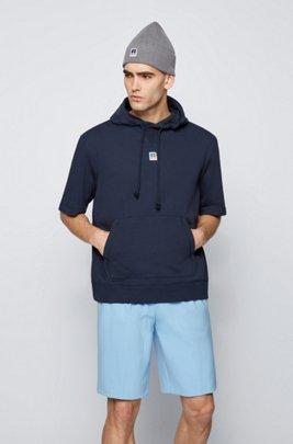 Sweat à capuche à manches courtes en coton biologique avec logo exclusif, Bleu foncé