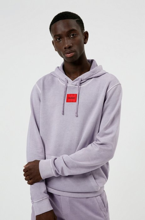 Hooded sweatshirt in cotton with red logo label, light pink