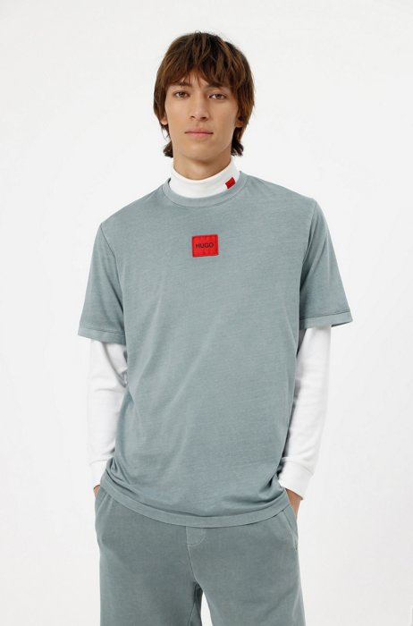Garment-dyed T-shirt in cotton with red logo label, Light Blue