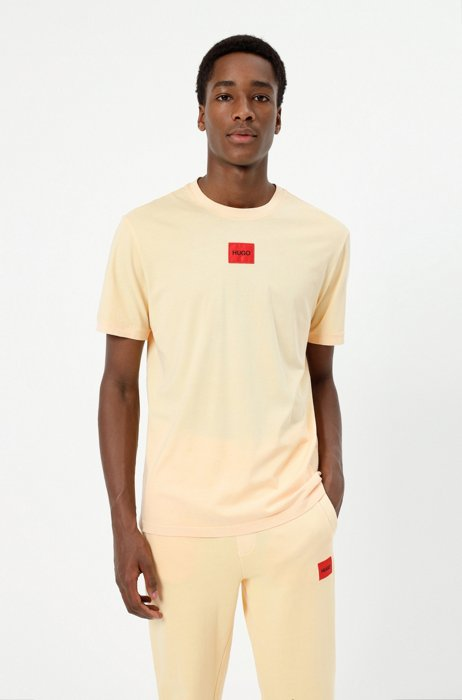 Garment-dyed T-shirt in cotton with red logo label, Light Orange