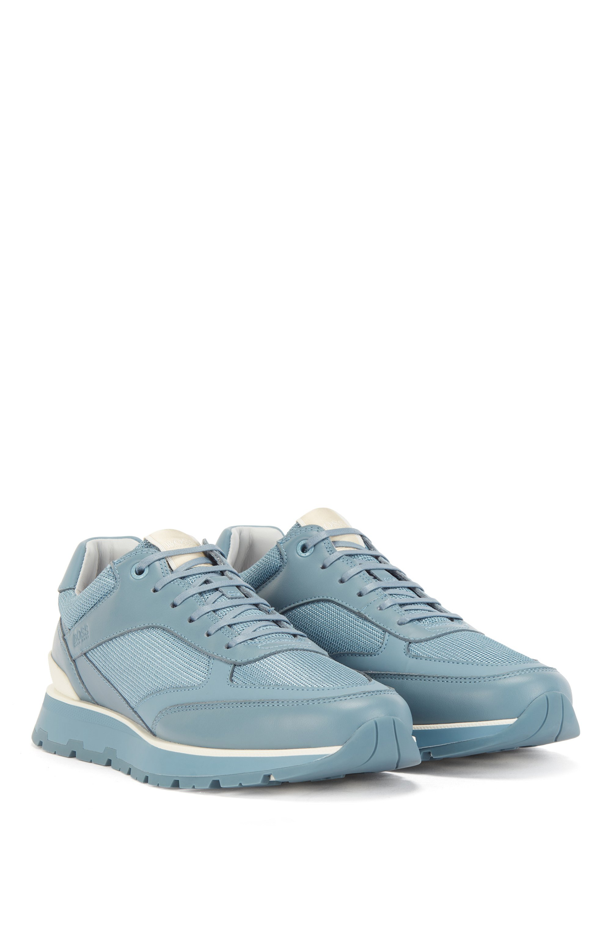 Low-top trainers in mixed materials