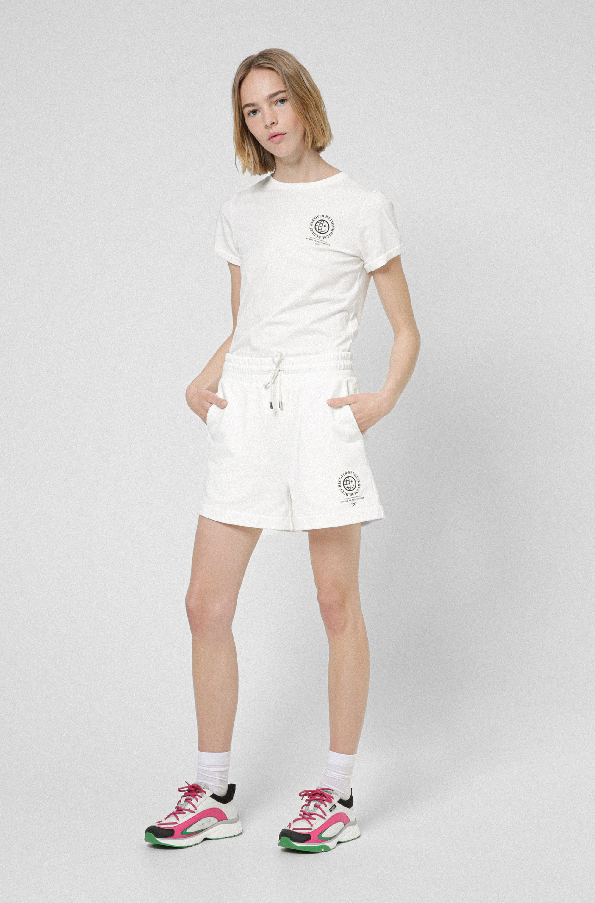 High-waisted shorts in organic cotton with exclusive icon