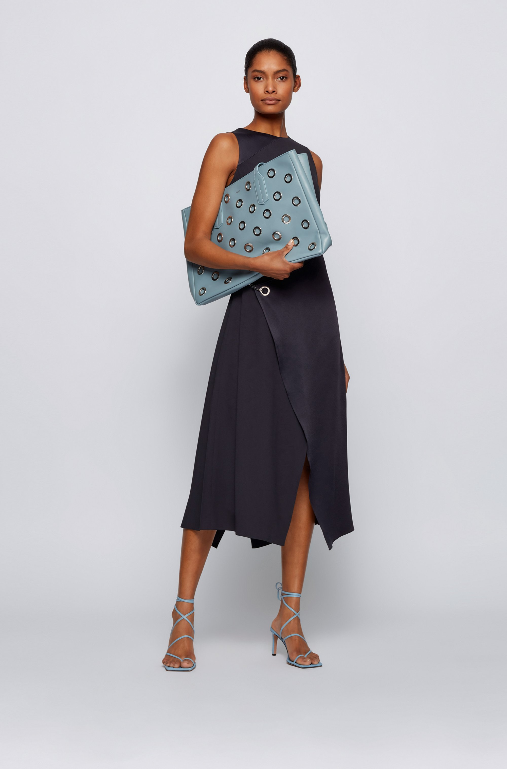 Tote bag in tumbled leather with metallic eyelets