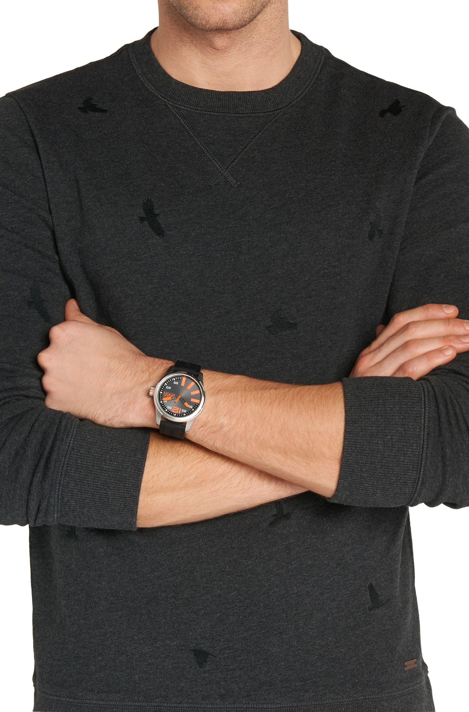 Armbanduhr mit Edelstahlgehäuse und zentraler Sekunde: 'HB2071'